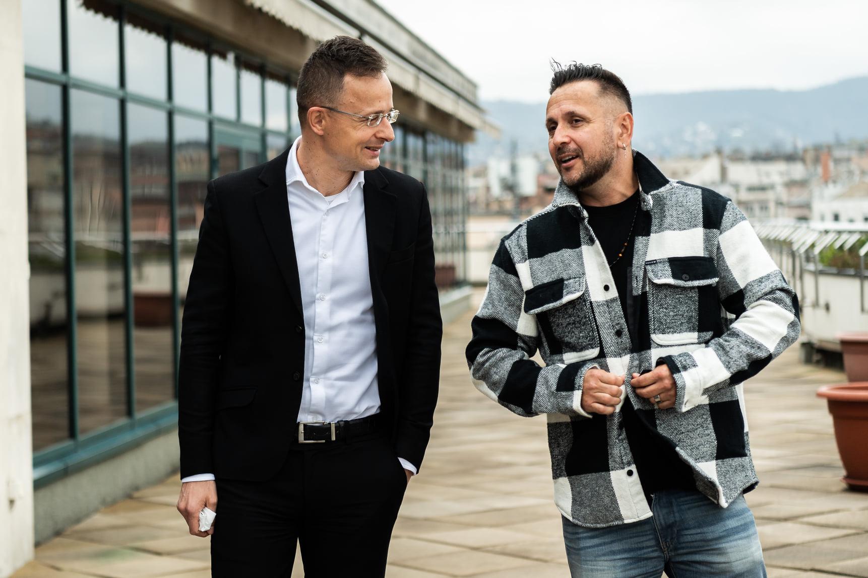 Szakács Árpád: Annak is van üzenete, amikor egy külügyminiszter az egyik legprimitívebb rapsztárral, Majkával egyezteti ügyeit