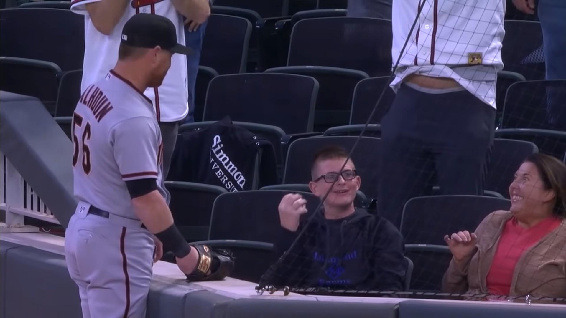 Egy 13 éves fiú elkapta Kole Calhoun elől a baseball-labdát