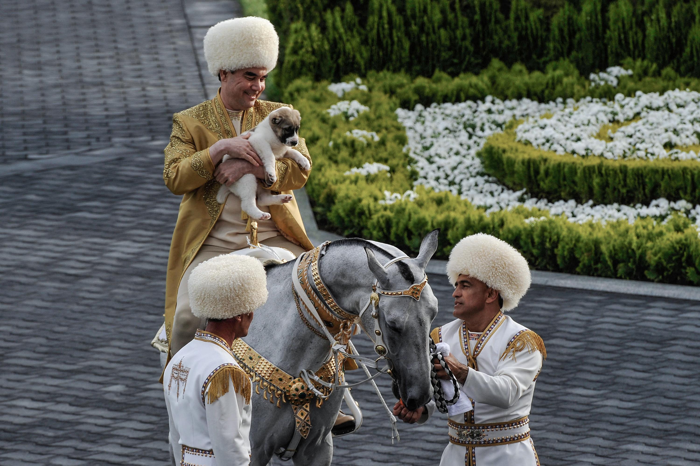 Türkmenisztánban nemzeti ünnepnapot kapott az elnök kedvenc kutyafajtája