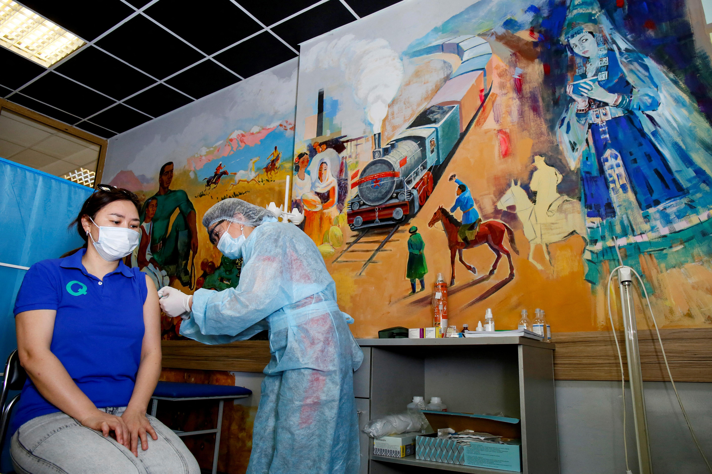 Saját fejlesztésű vakcinával oltanak Kazahsztánban