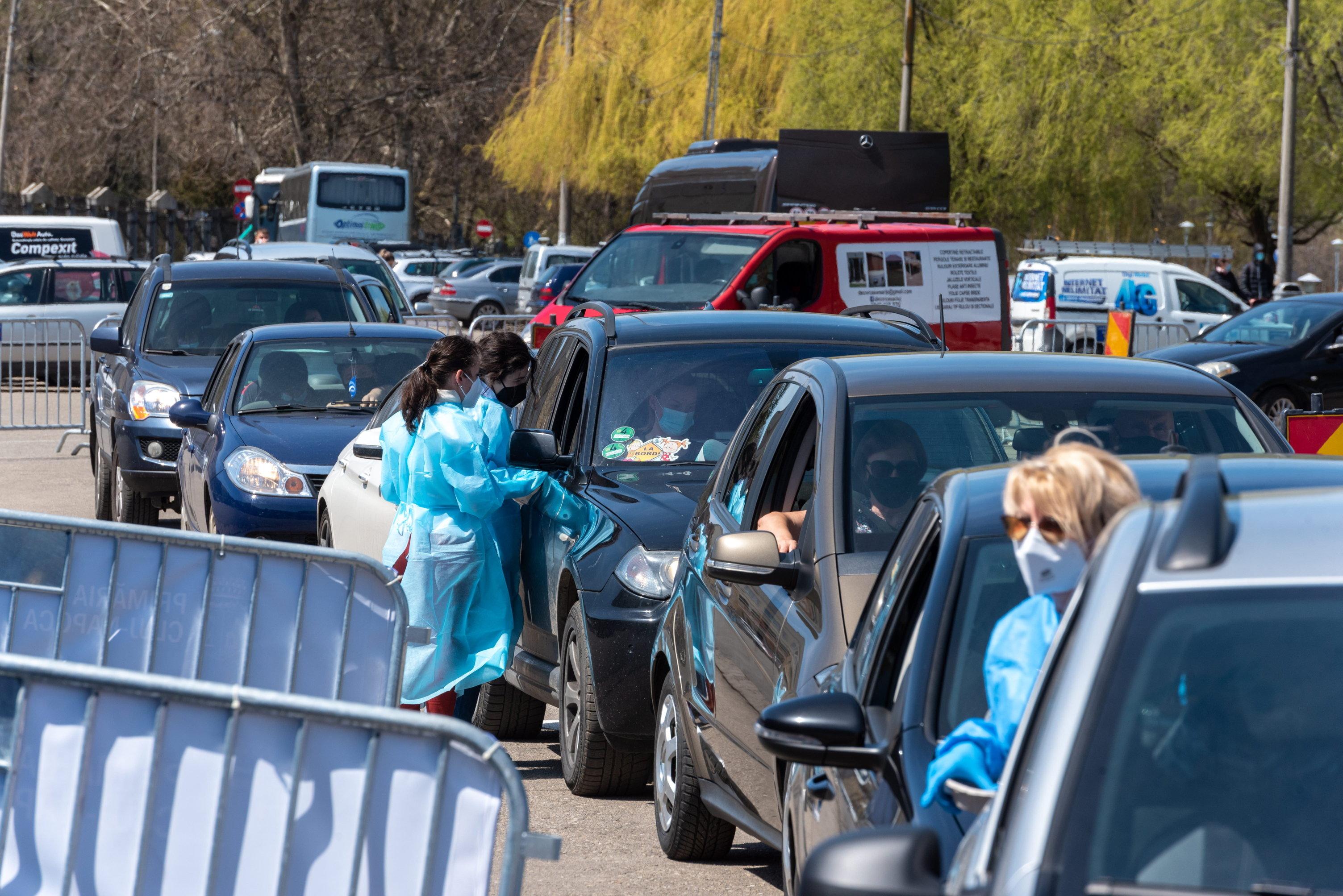 Megnyitották a második autós oltópontot Romániában