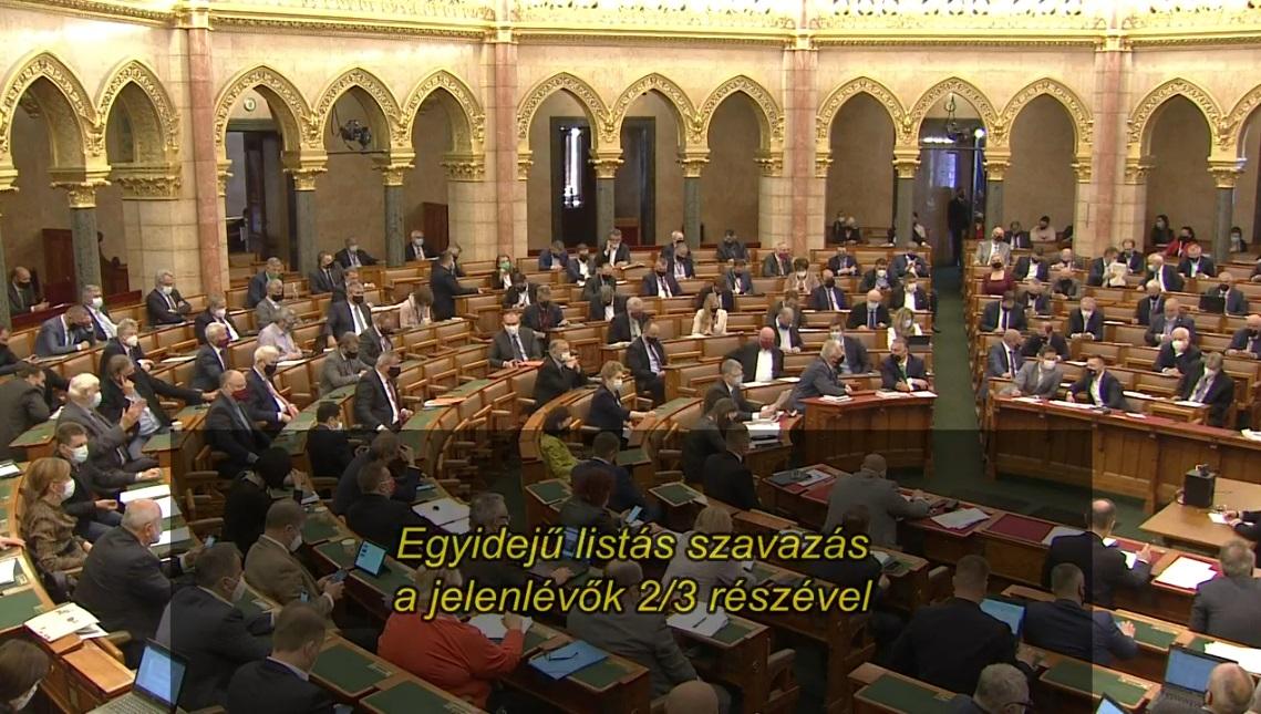 Megszavazta a parlament, hogy alapítványokba szervezzék ki a közvagyont