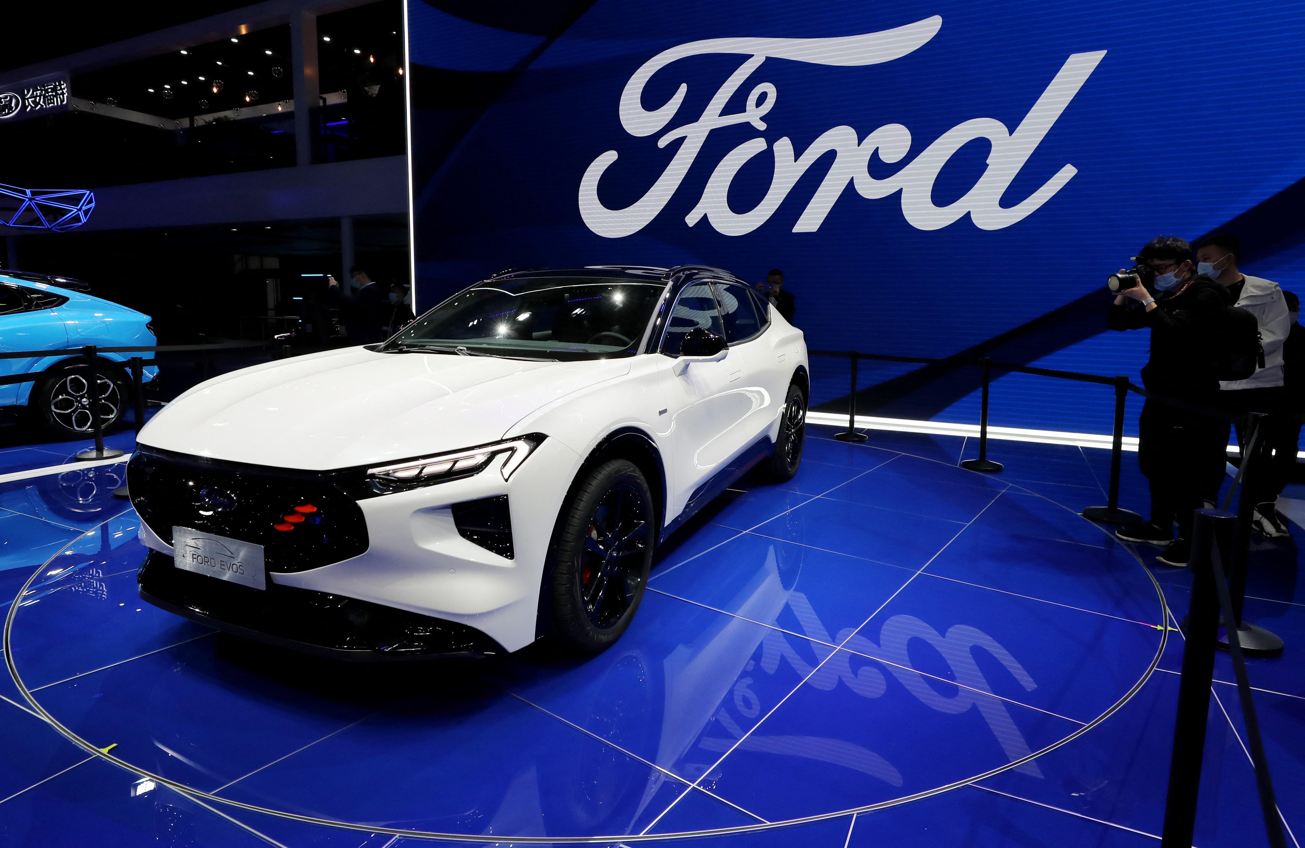 Romániában fog teljesen elektromos autókat gyártani a Ford