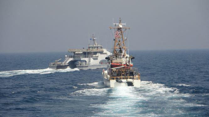 Amerikai hadihajóról adtak le figyelmeztető lövéseket iráni Forradalmi Gárda három hajójának