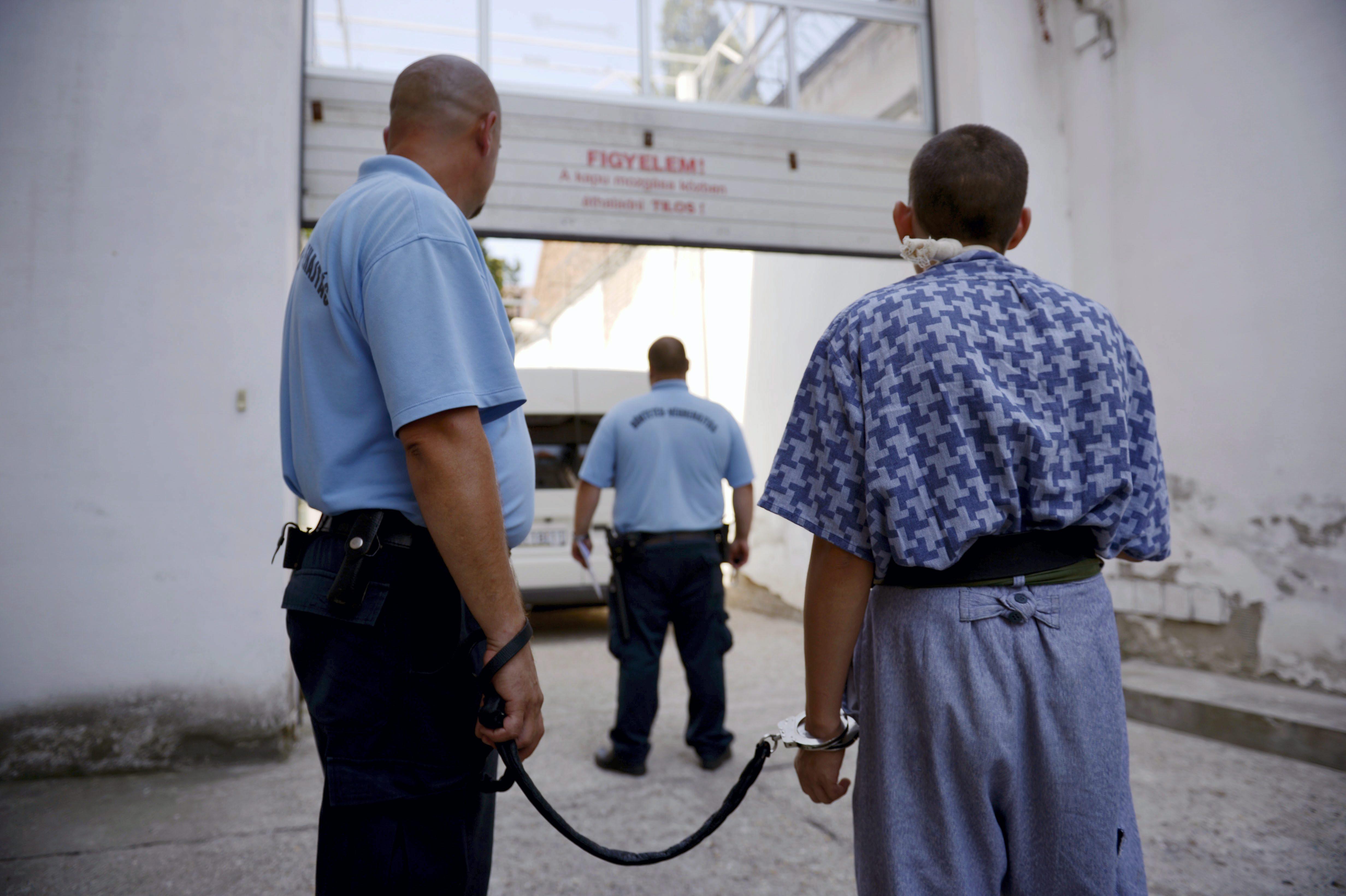 Elkezdődött a fogvatartottak oltása a börtönökben