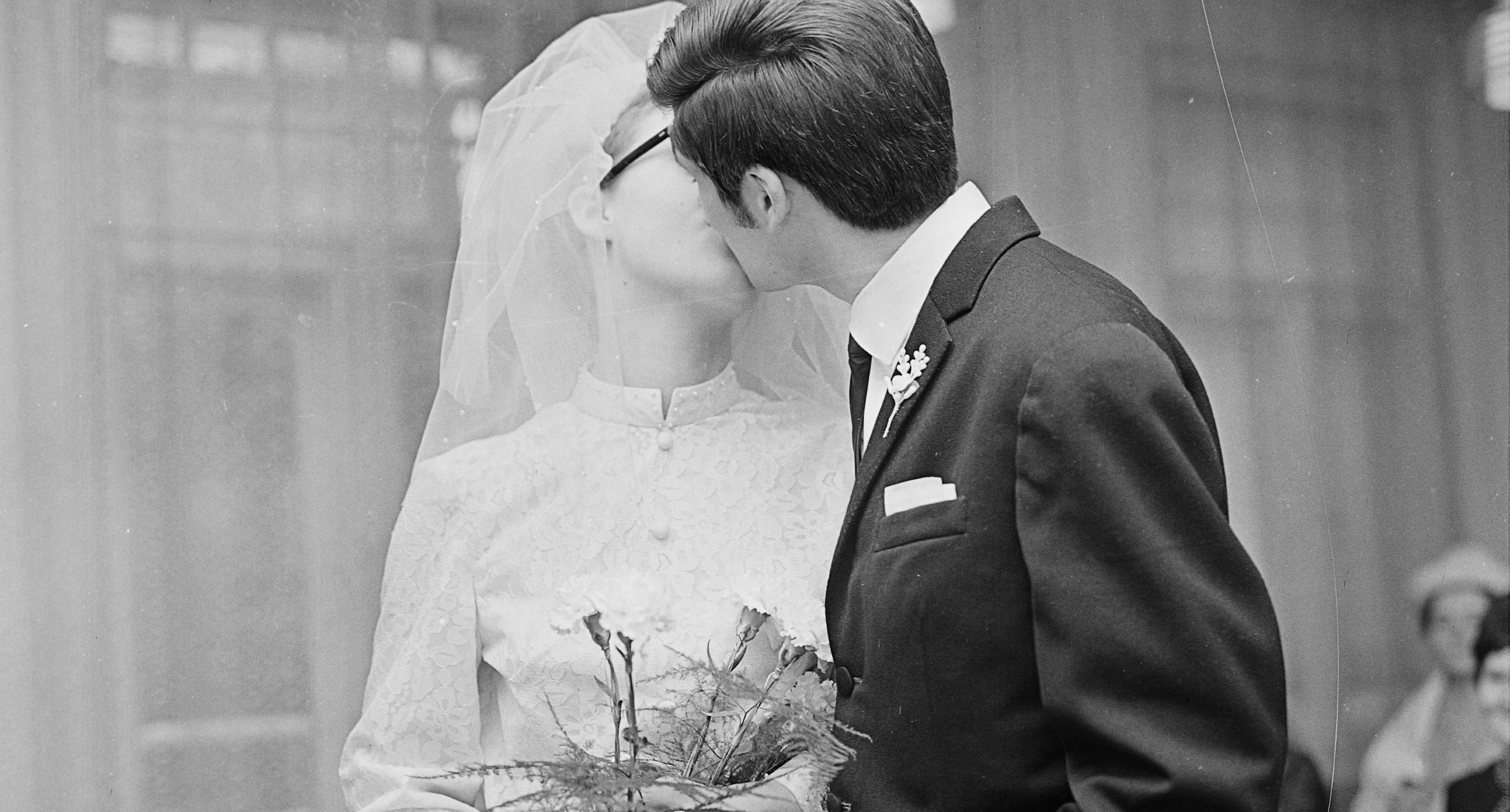 """""""Nonszensz, hogy előbb lehet maszk nélküli tömegrendezvényt tartani, mint esküvőt"""""""