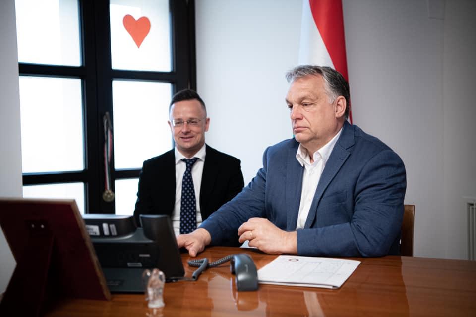Van egy mém, amiben mintha már láttuk volna Orbán és Szijjártó legújabb közös pillanatát