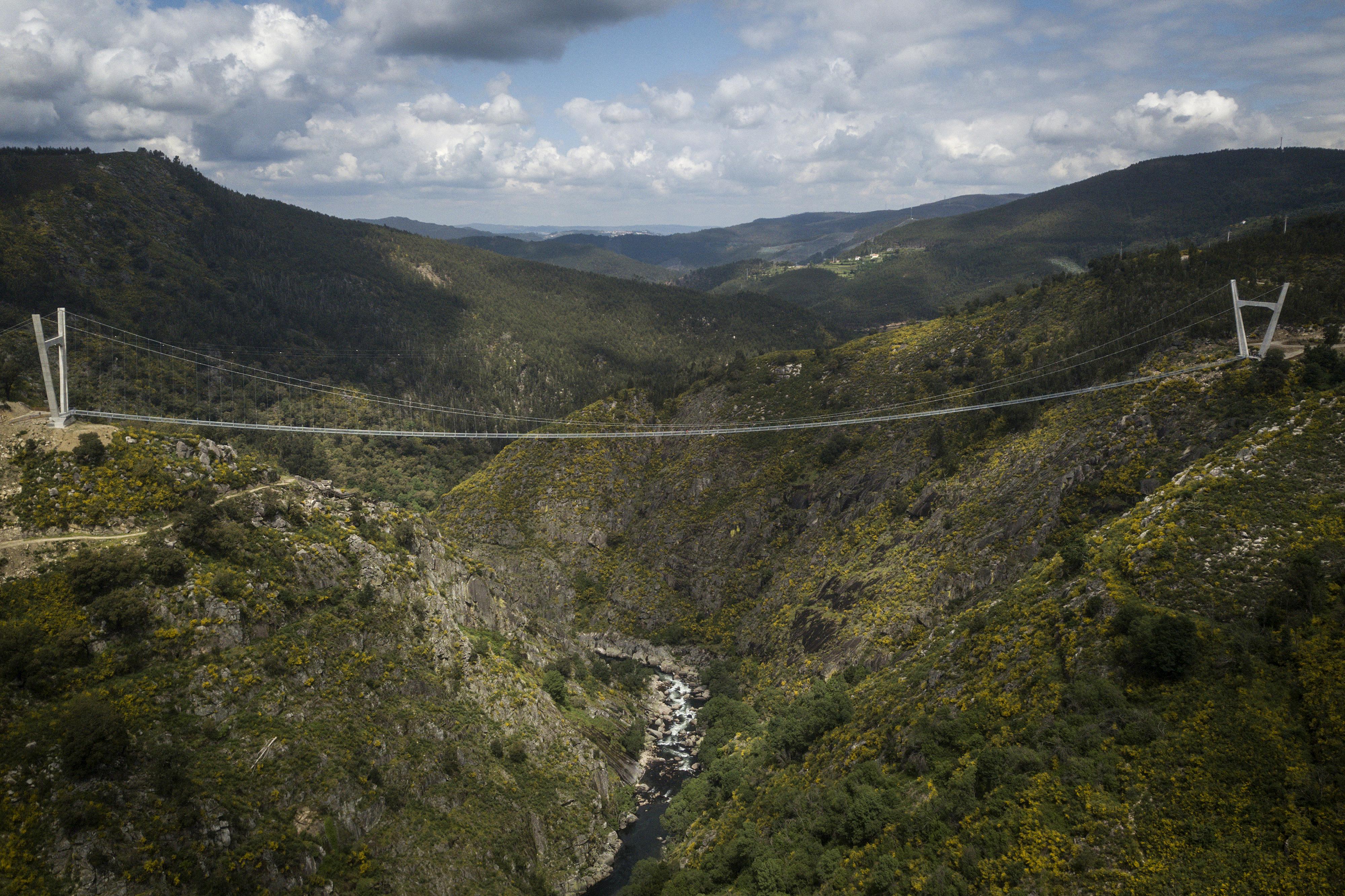 Portugáliában átadták a világ leghosszabb gyalogos függőhídját