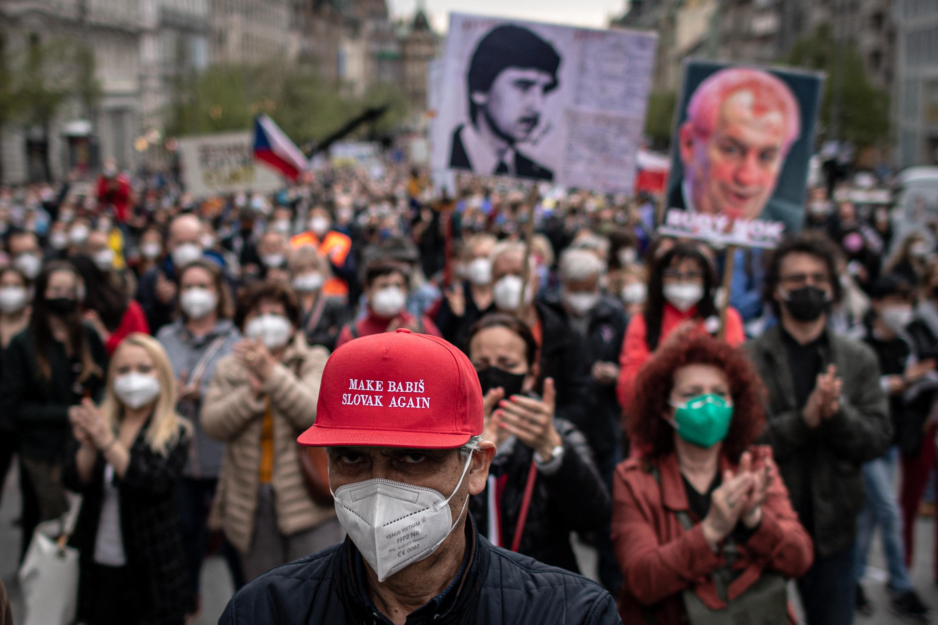 Több ezren tüntettek Prágában az oroszbarát elnök ellen
