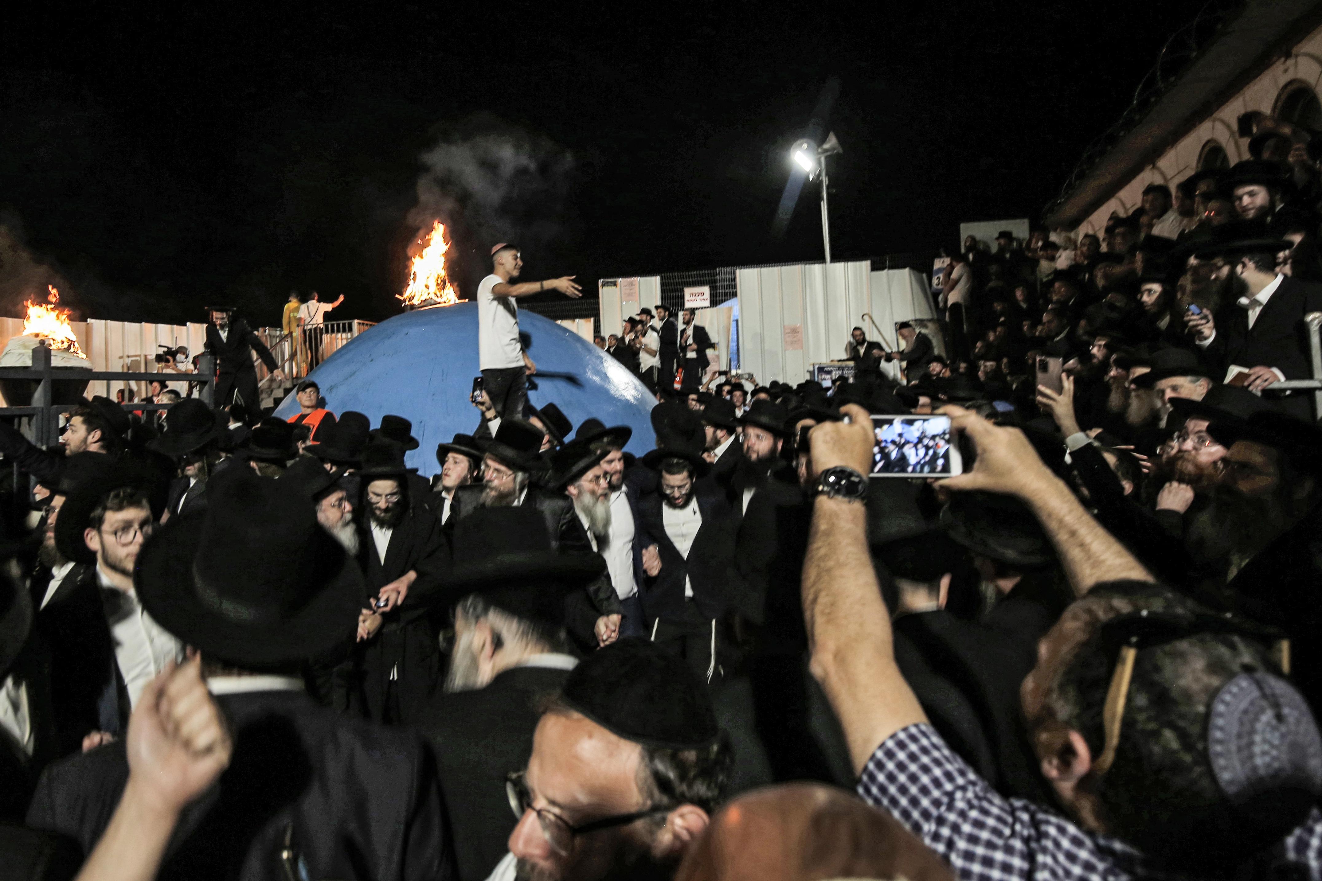 Legalább 44 embert taposott halálra az óriási tömeg egy vallási fesztiválon Izraelben