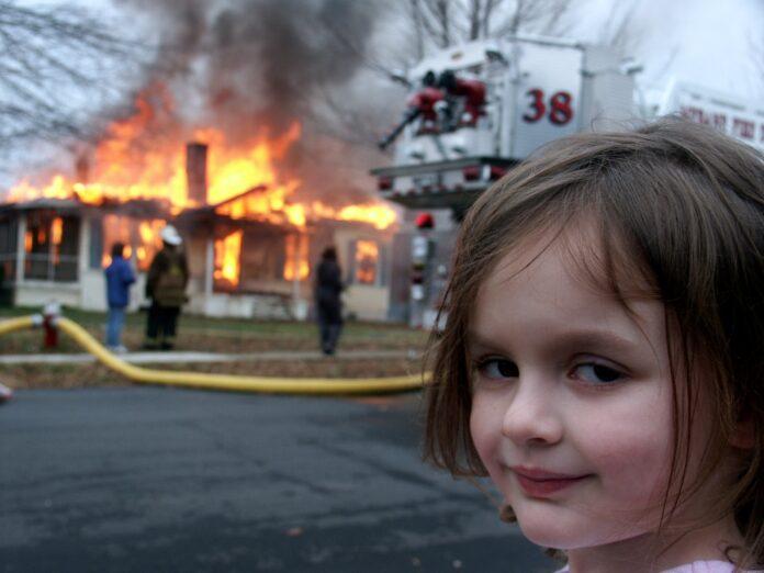"""A """"katasztrófa kislány"""" NFT-ként adta el a mém eredetijét, közel 500 ezer dollárt keresett vele"""