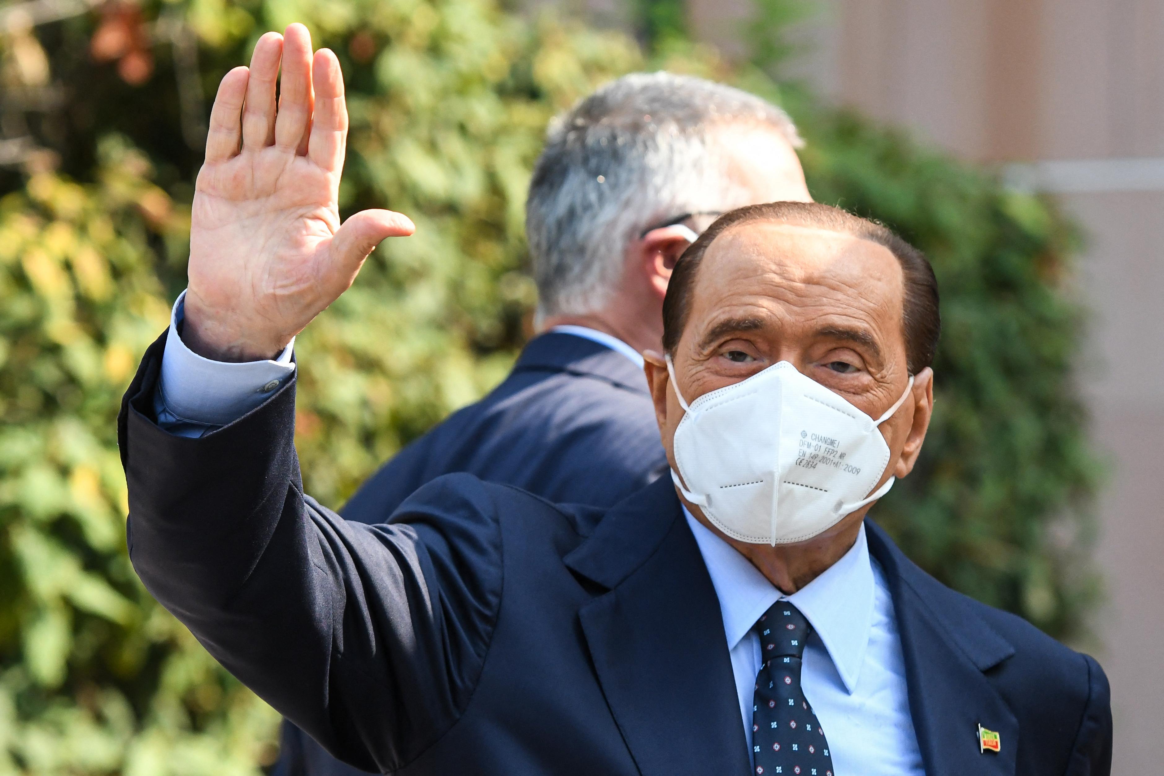 Három hét után engedték haza Silvio Berlusconit a kórházból