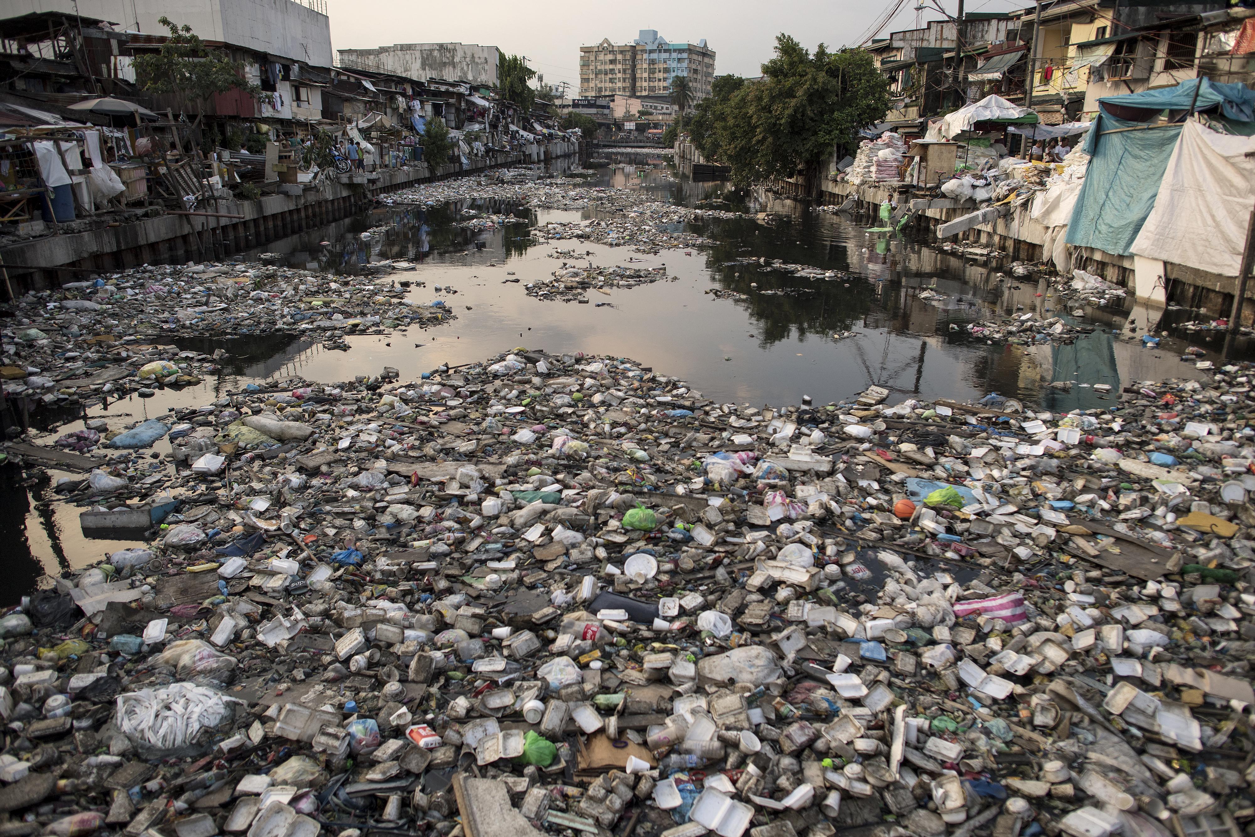 Nevenincs ázsiai folyókból ömlik a műanyag a tengerekbe