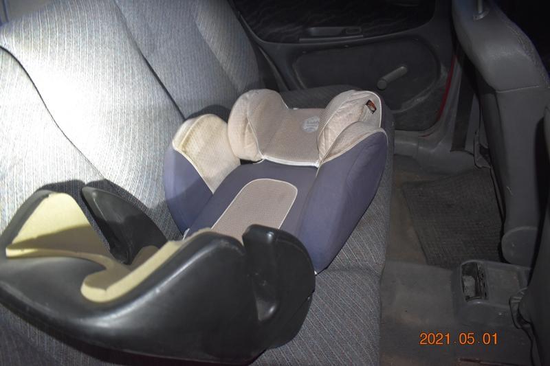 A benne ülő gyerekkel együtt lopta el a kocsit