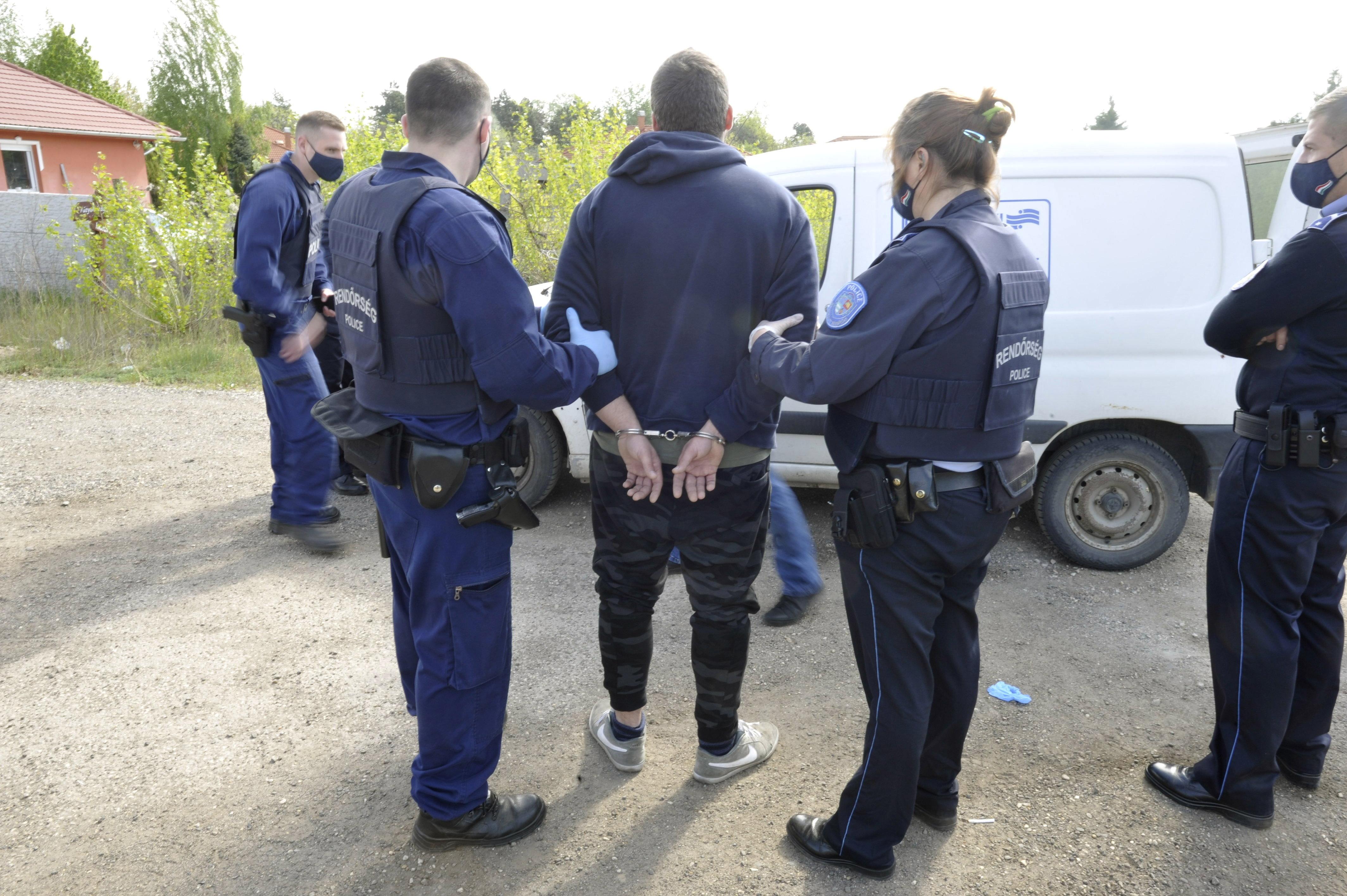 A válóper napján egy nő férje és a fiuk megölte a nő új élettársát Dunavarsányban