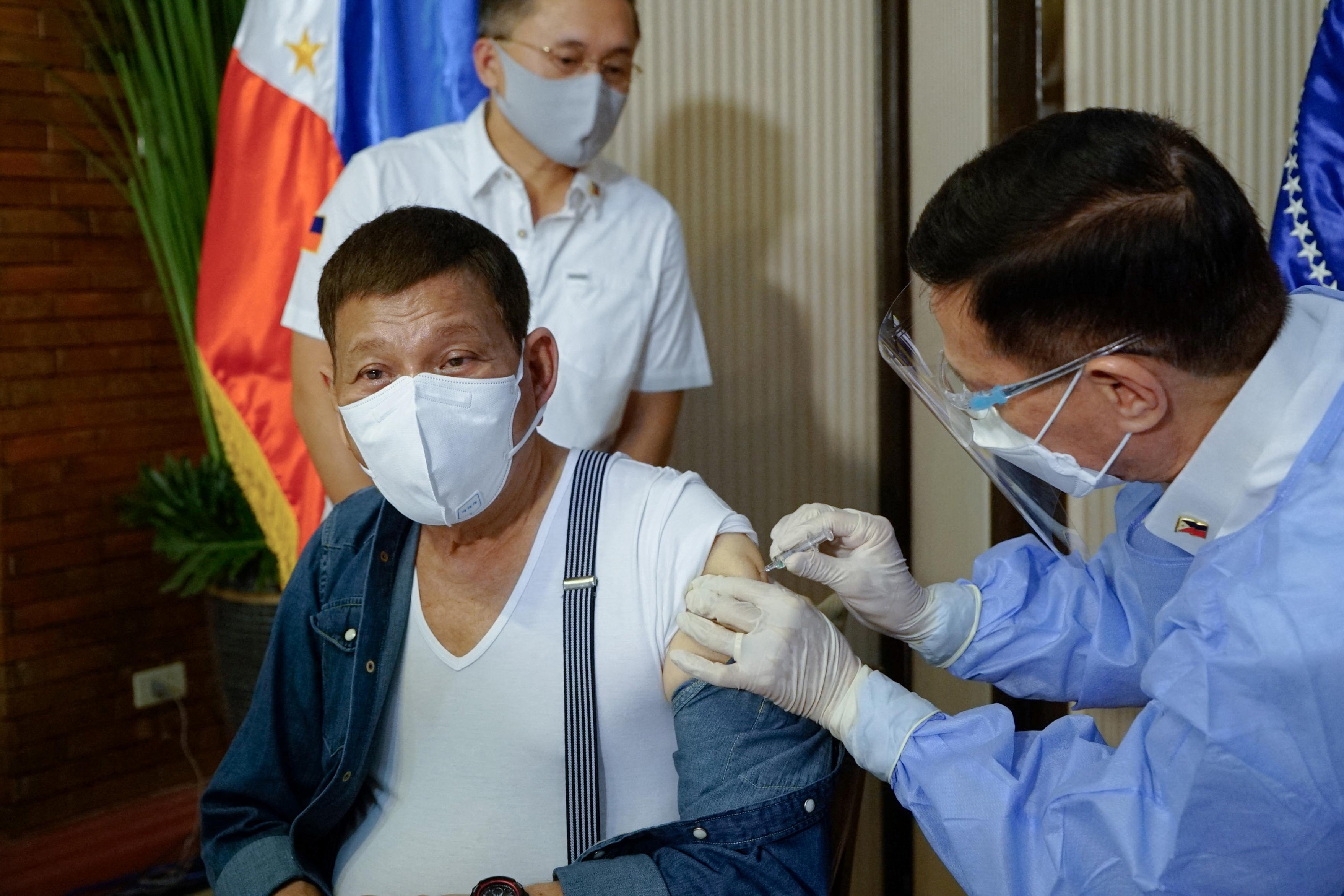 Duterte bocsánatot kér a kínai vakcina miatt