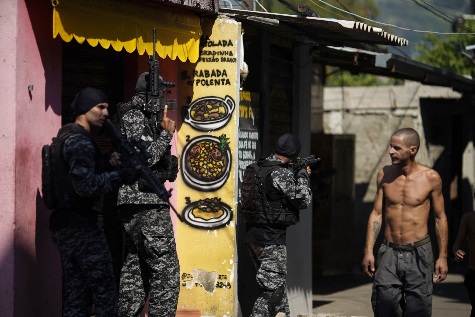 Legalább 25 ember meghalt egy rajtaütésben Rio de Janeiro egyik nyomornegyedében
