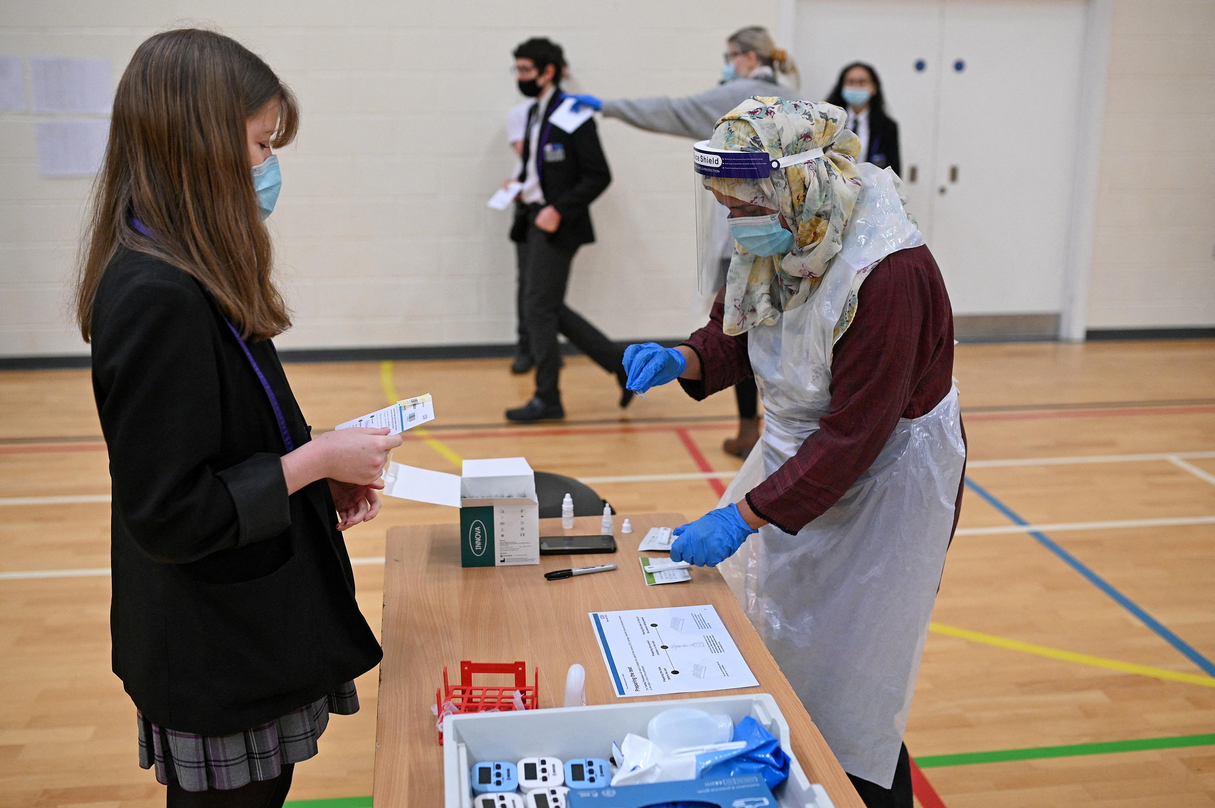 Tömeges tesztelést tartanak hétvégén a diákoknak és az iskolai dolgozóknak a XVIII. kerületben