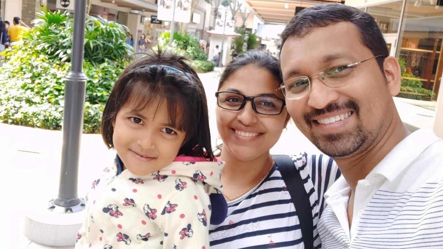 Másfél éve nem látta a szüleit a kislány, aki a járvány kezdetekor Indiában ragadt