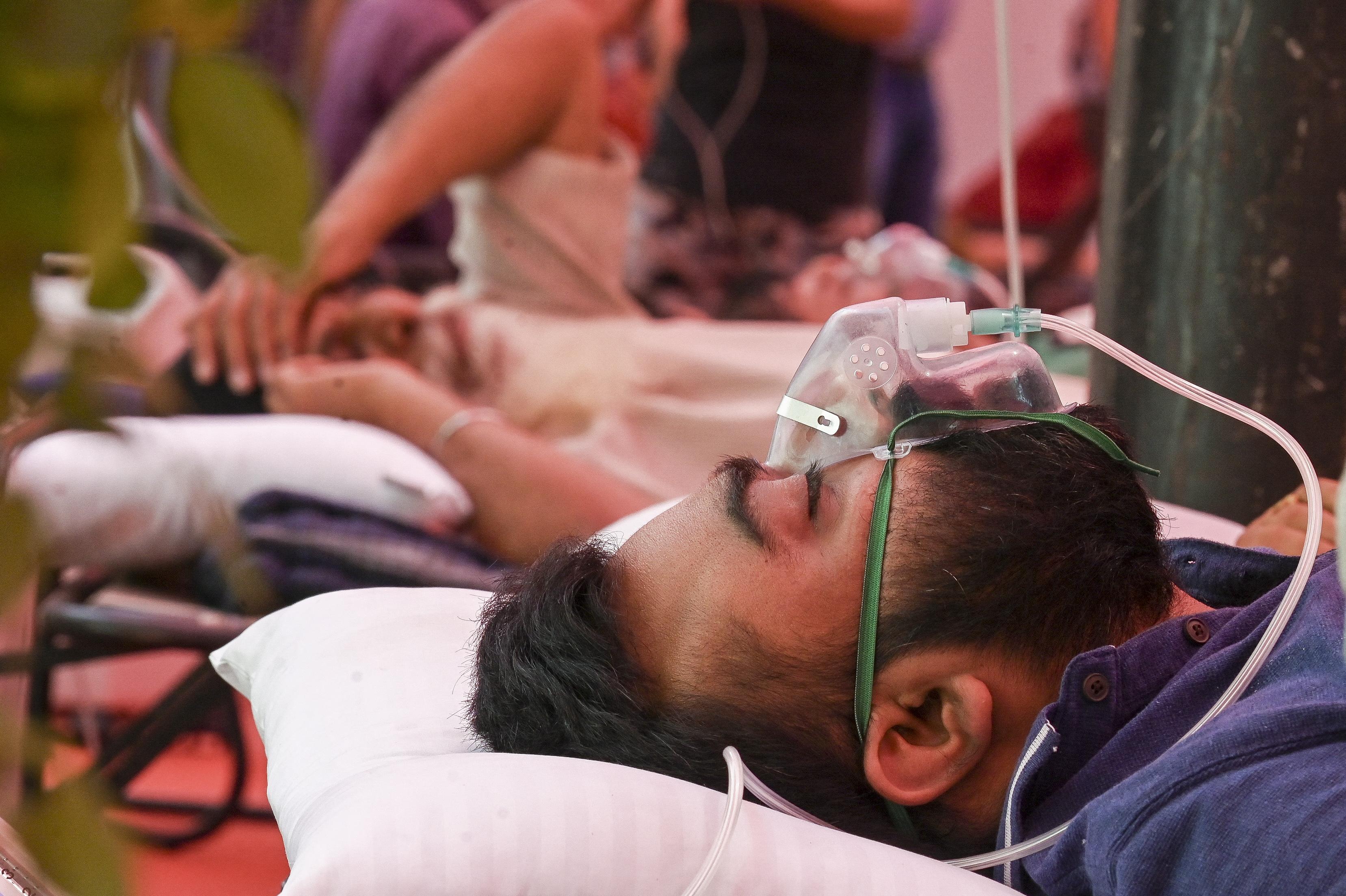 Több mint négyezren haltak meg 24 óra alatt Indiában