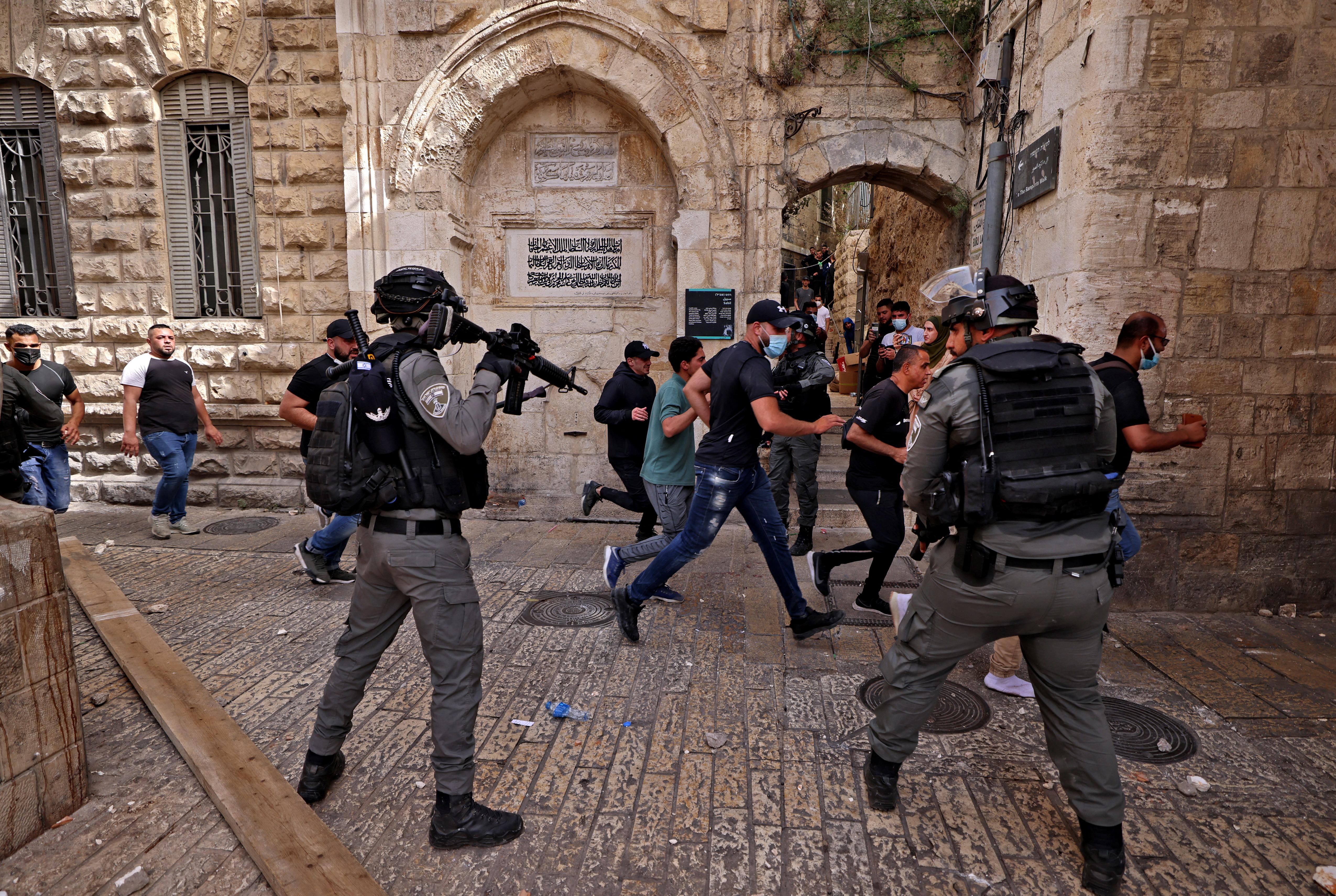 Vádat emeltek az izraeli rendőr ellen, aki agyonlőtt egy palesztin autista férfit