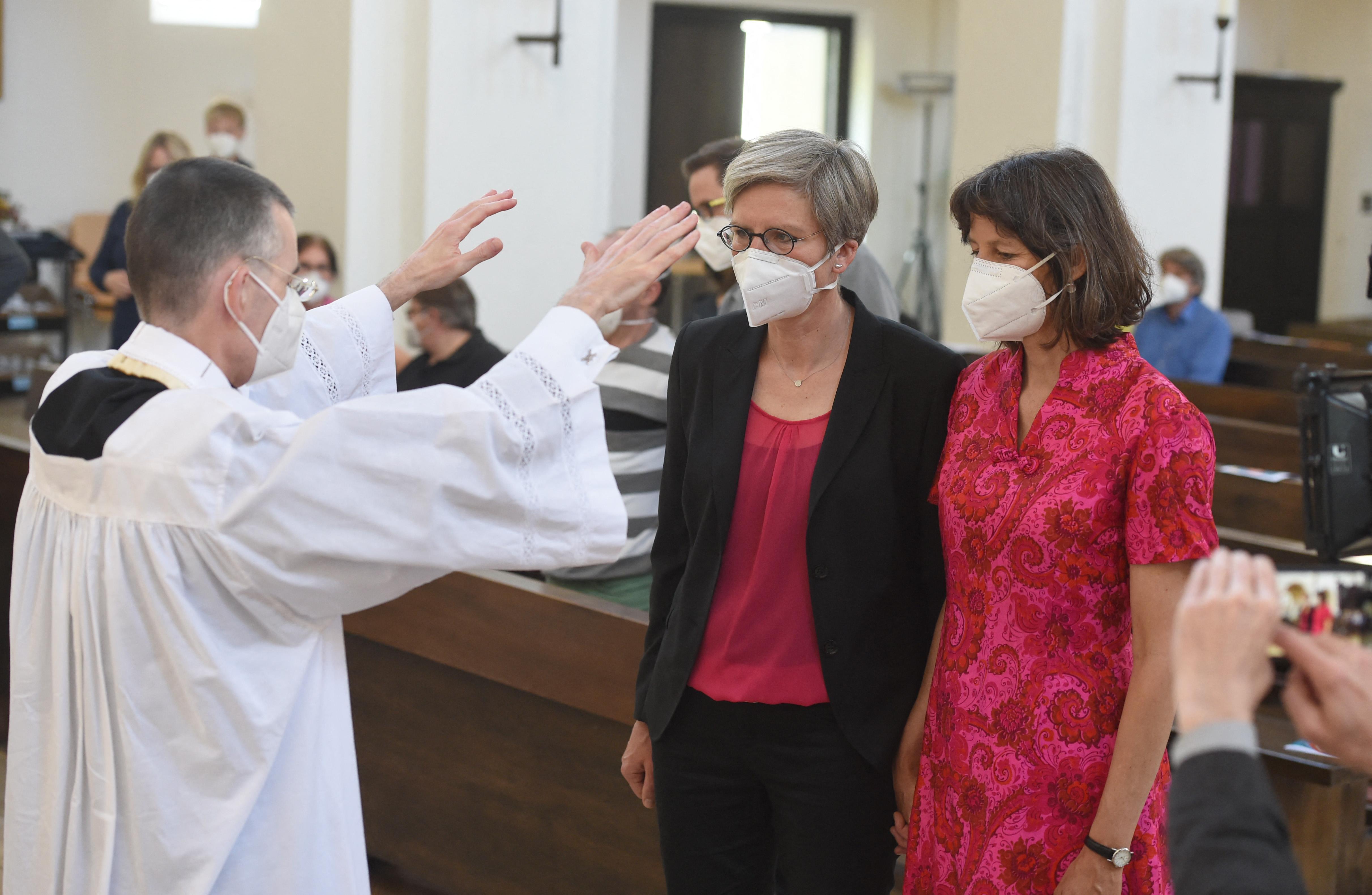 A Vatikán nemet mondott rá, a német katolikus egyház mégis áldását adja az azonos nemű párokra
