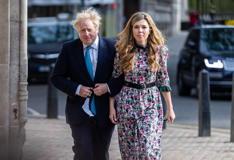 Újabb vizsgálat indul Boris Johnson ellen, most karibi nyaralása miatt
