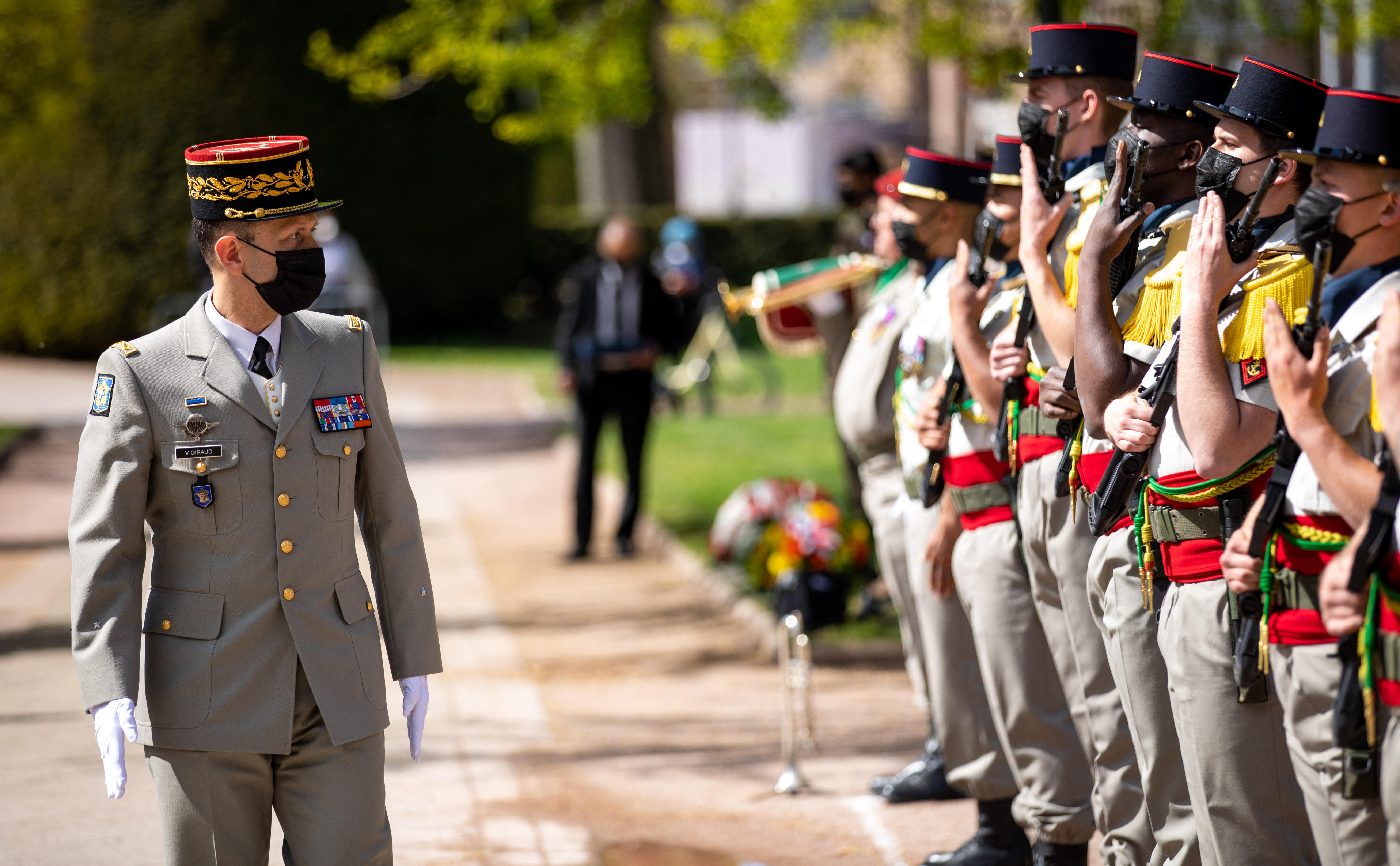 Újabb levélben riogatnak polgárháborúval francia katonák