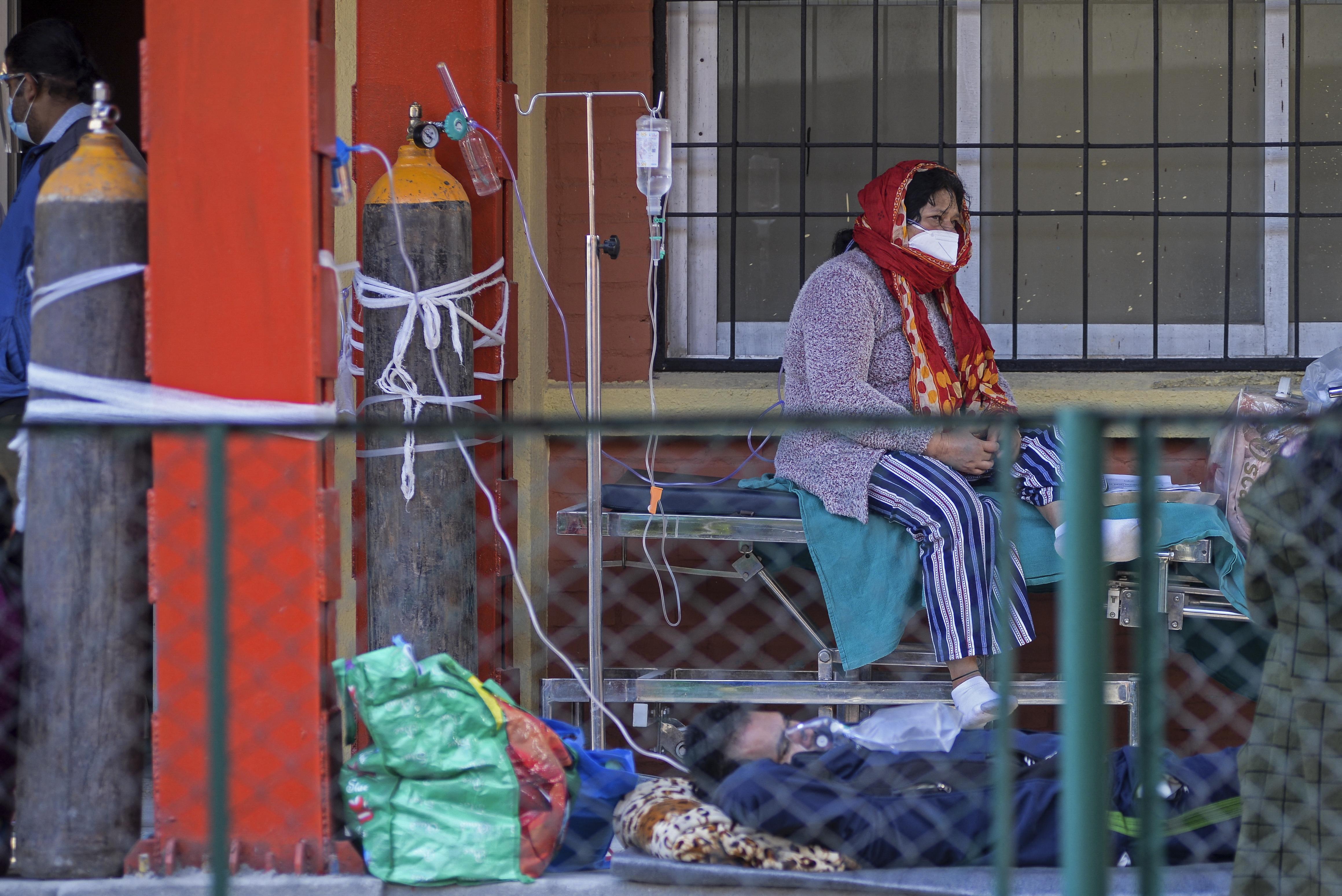 A hegymászók oxigénpalackjaira is szükség van a nepáli kórházakban