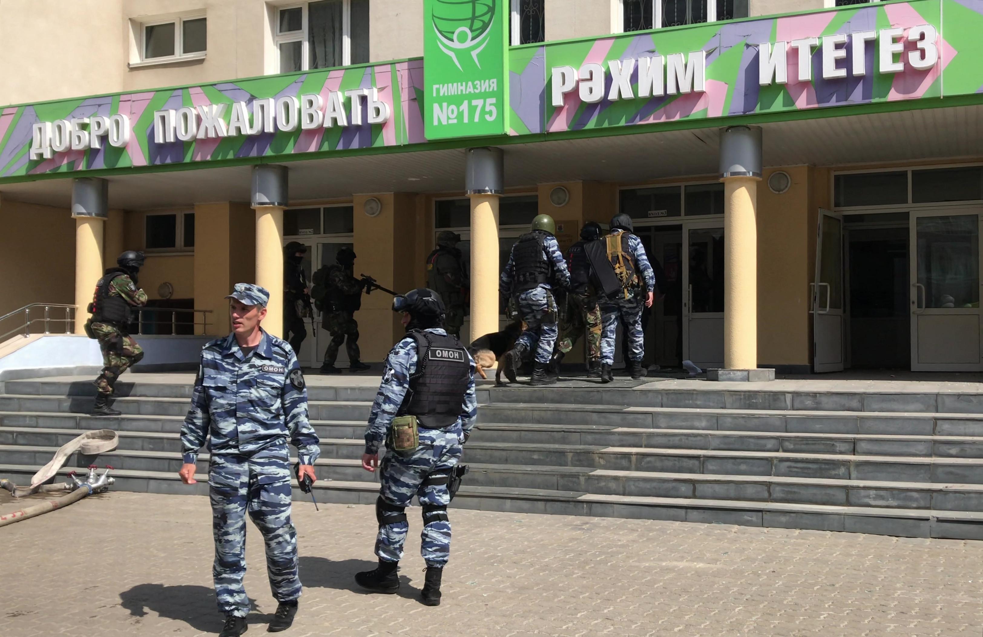 Gyerekeket és tanárokat is agyonlőtt a 19 éves támadó a kazanyi 175-ös számú iskolában