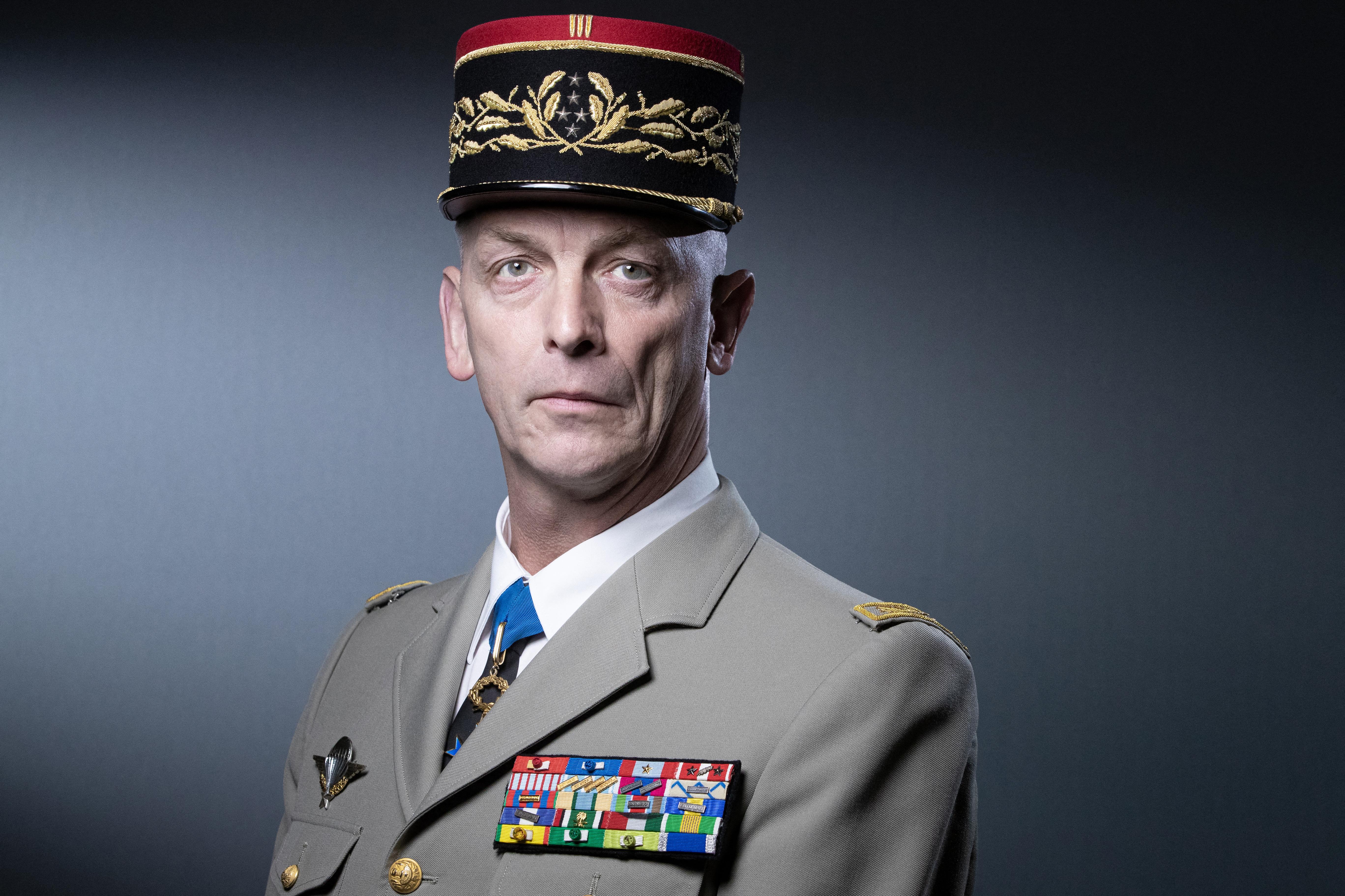 Akkor inkább szereljenek le, üzeni a polgárháborúval riogató francia katonáknak a fegyveres erők vezetője