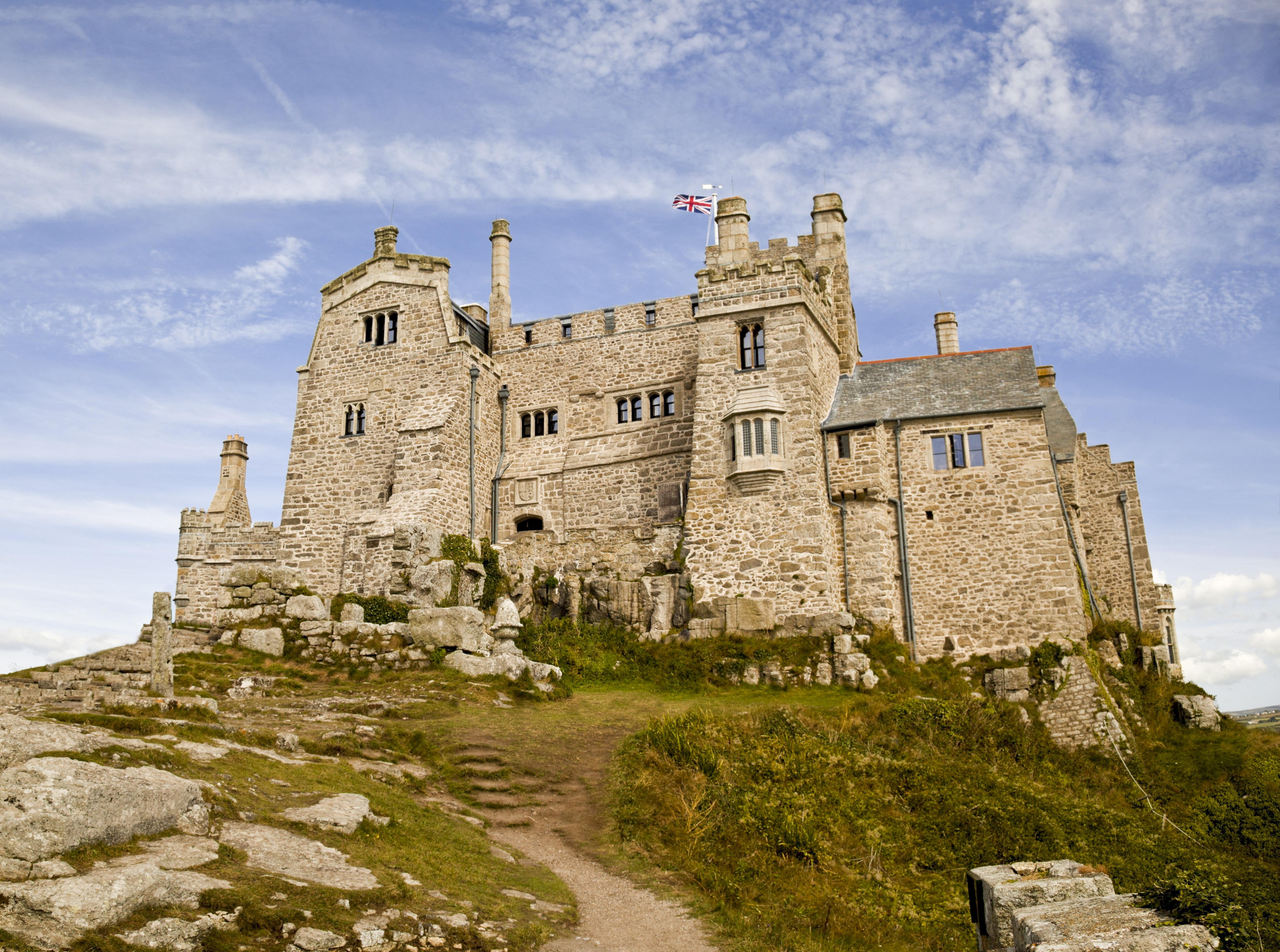 Tengeribetegségben nem szenvedő gondnokot keresnek egy brit szigeten álló kastélyba