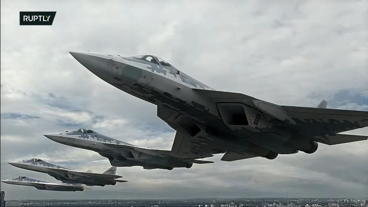 Lehet, hogy CGI-vel rajzolták meg a legjobb repülőgépüket az oroszok a bemutatón?