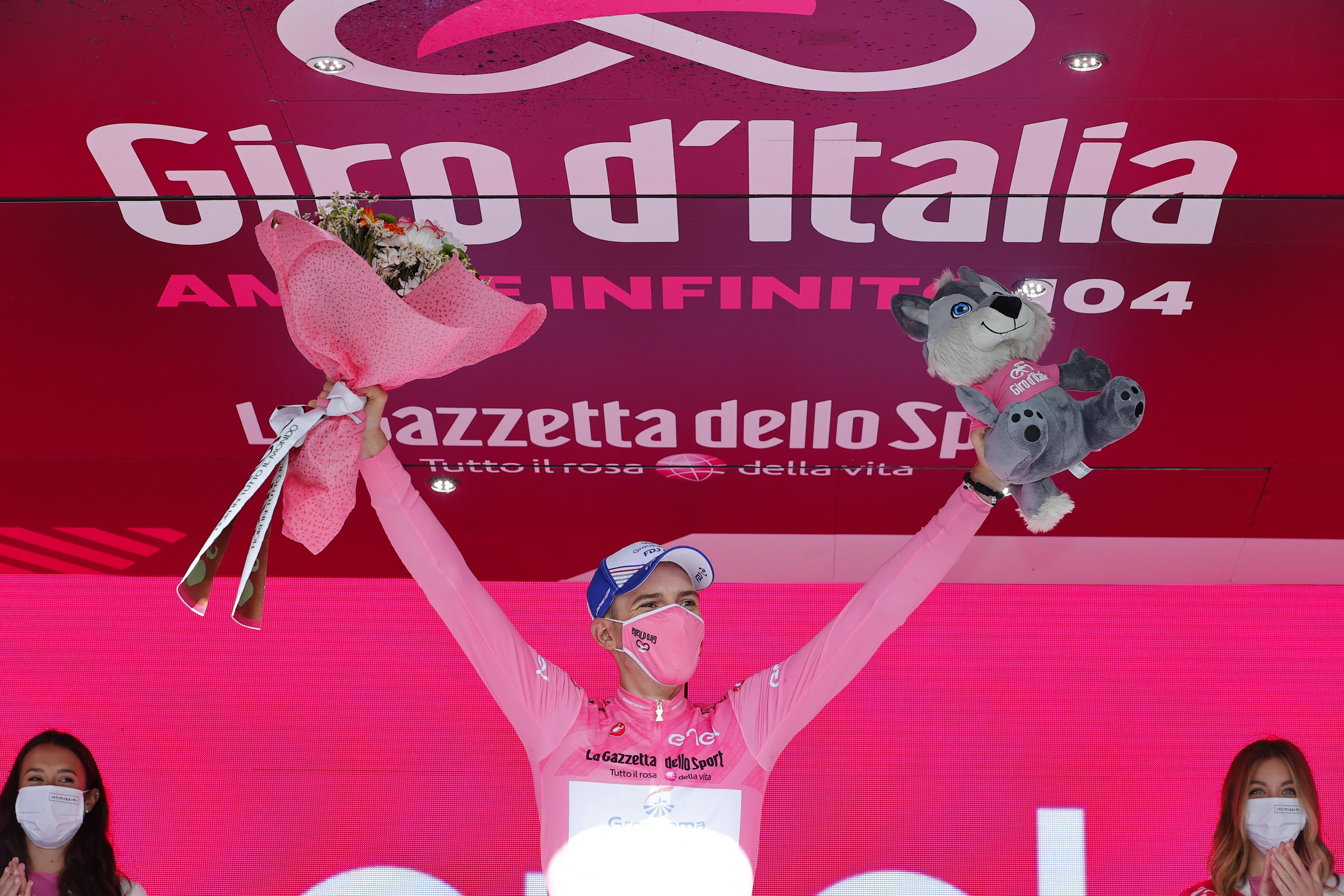 Valter Attila megszerezte a rózsaszín trikót, vezet a Giro d'Italián