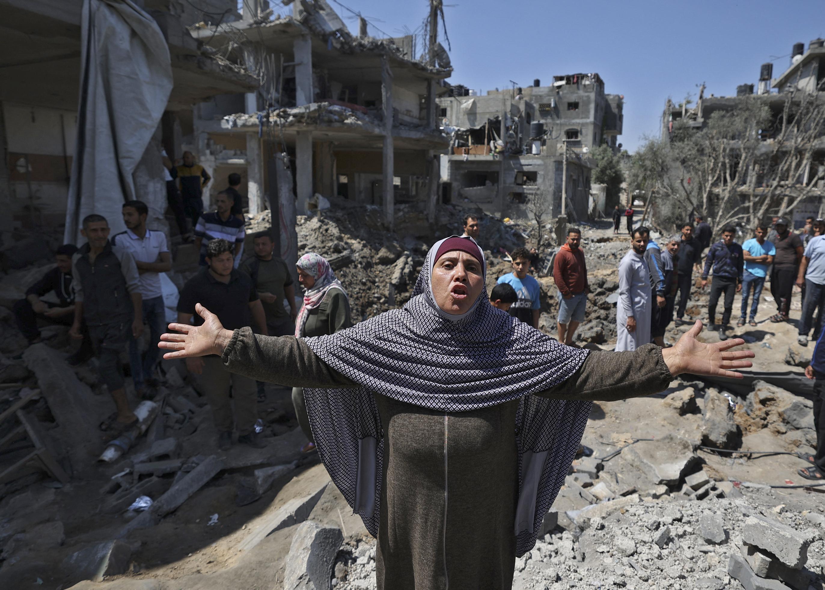 Izrael vadászgépekkel, ágyúkkal és tankokkal lőtte a Gázai övezetet