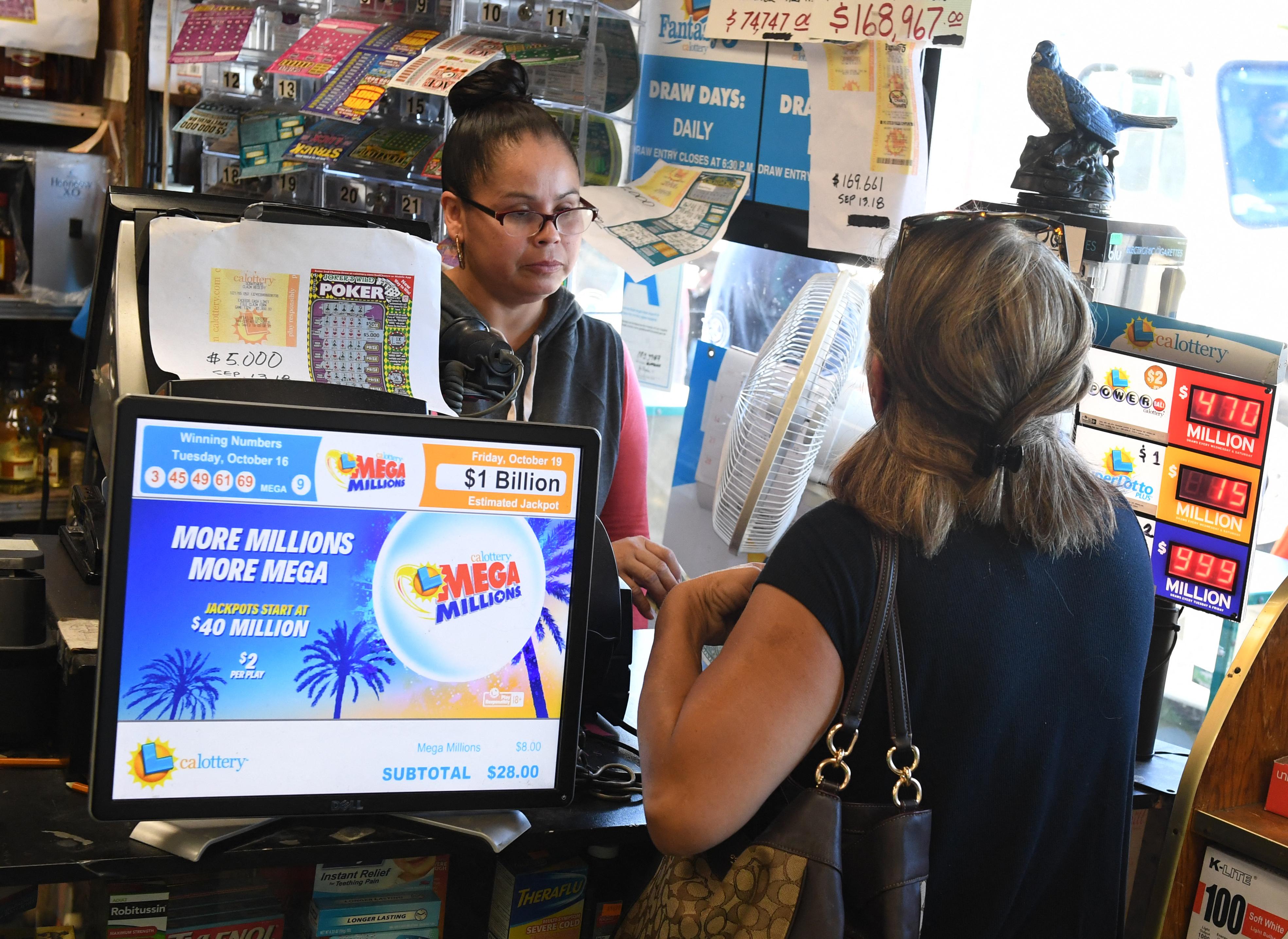 Egy kaliforniai nő azt mondja, kimosta a 26 milliós nyertes lottószelvényét