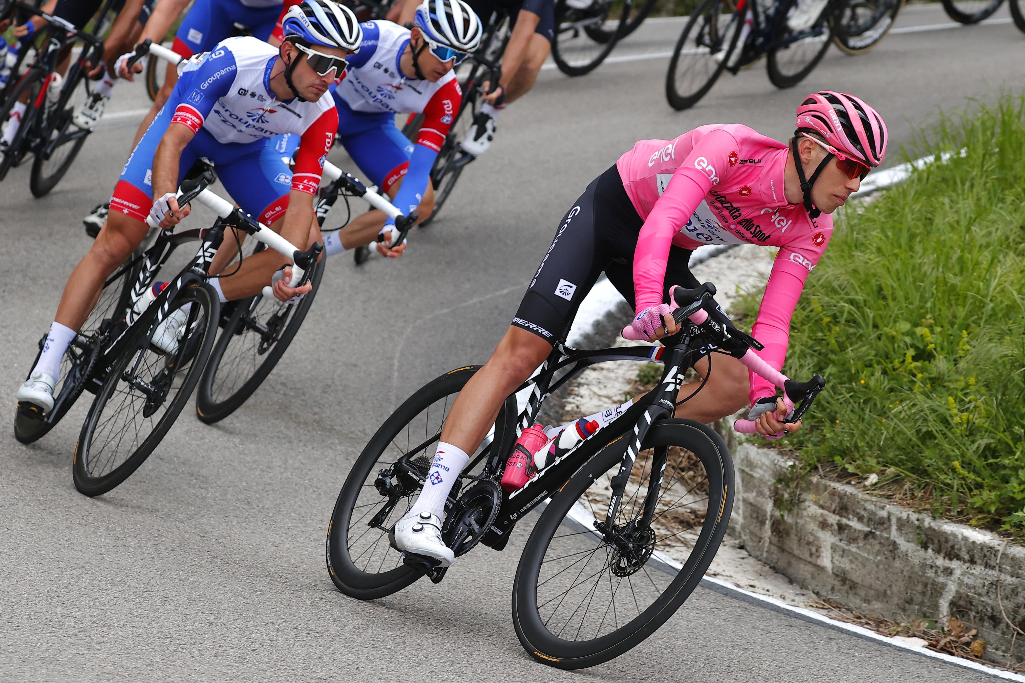 Nagyot küzdött Valter Attila, ma is megtartotta a rózsaszín trikót
