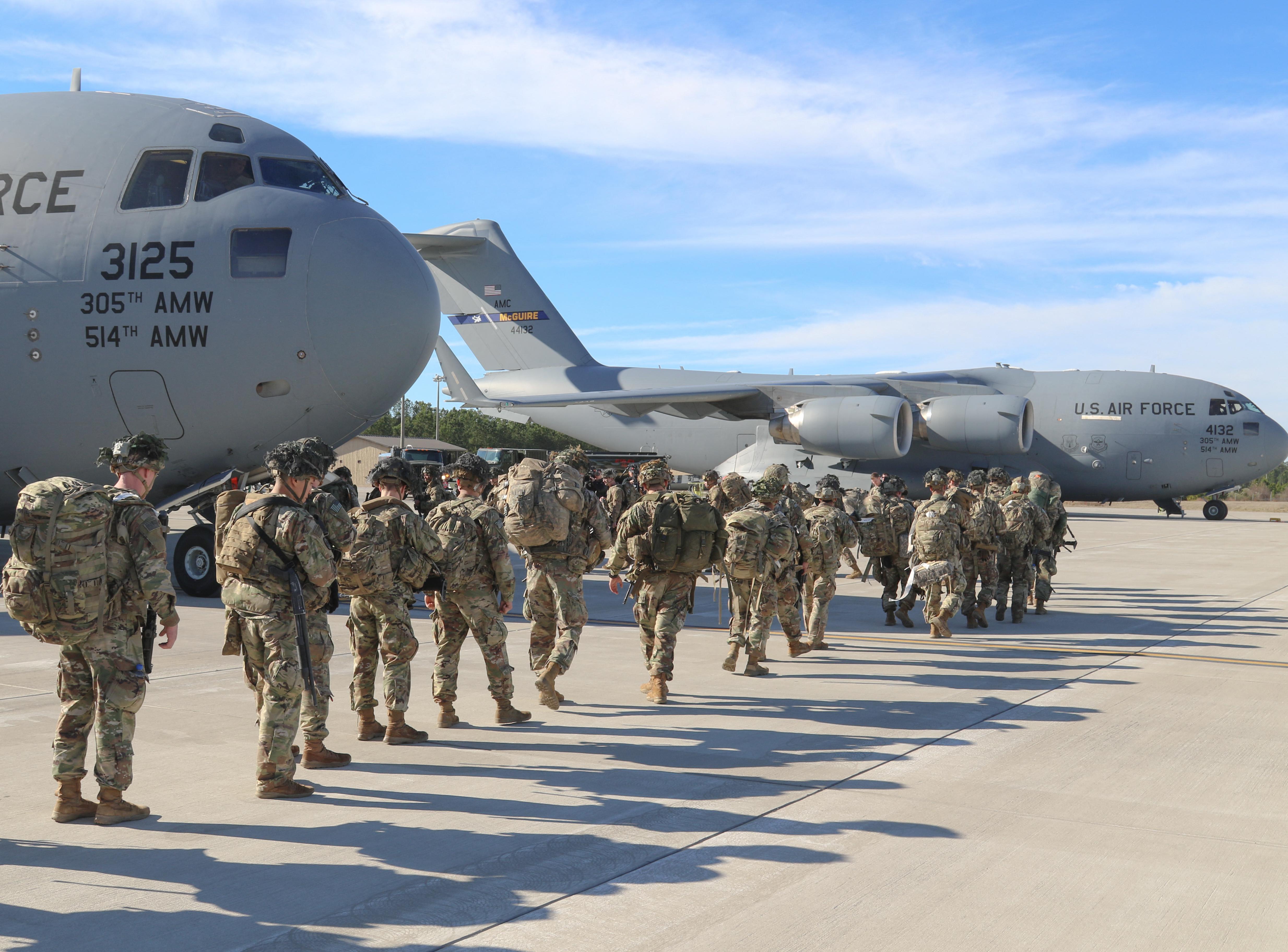 Tizenöt amerikai katona sérült meg ejtőernyős ugrás közben Pápa környékén