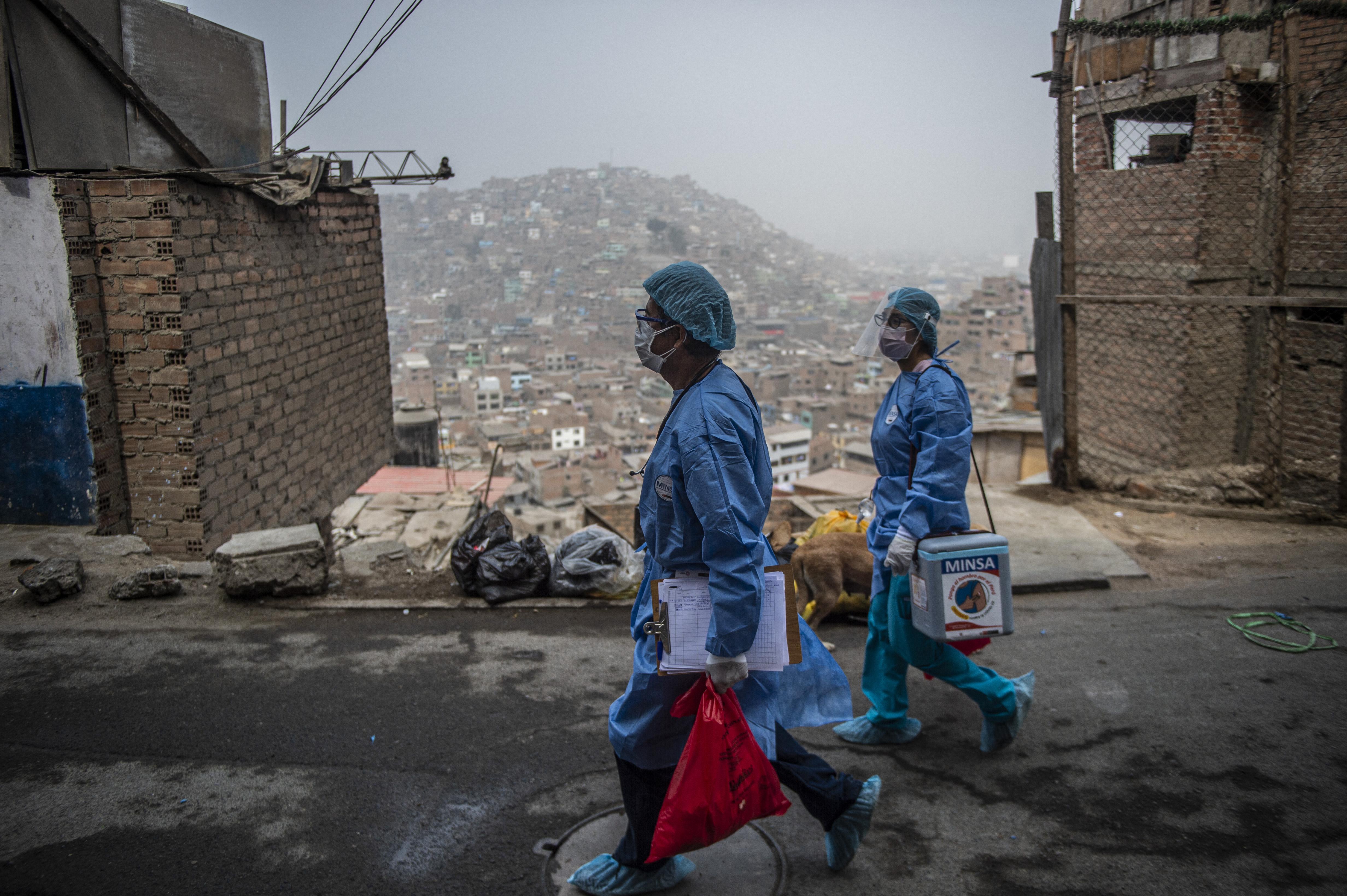 Annyira súlyos a járványhelyzet Peruban, hogy elfogynak a szabad sírhelyek