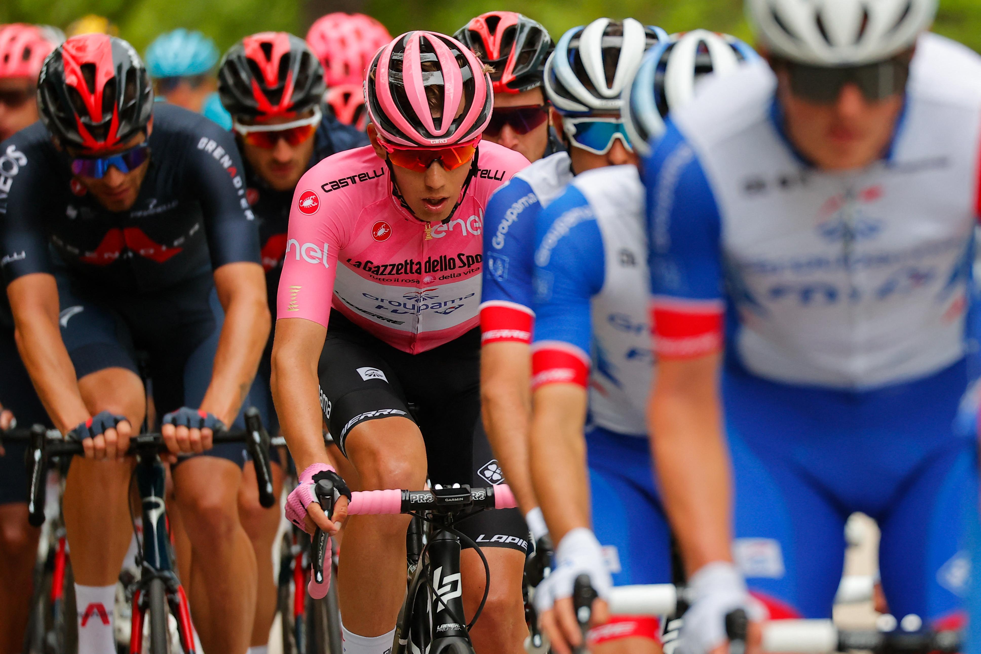 Bernal átvette a rózsaszín és a fehér trikót is Valtertől