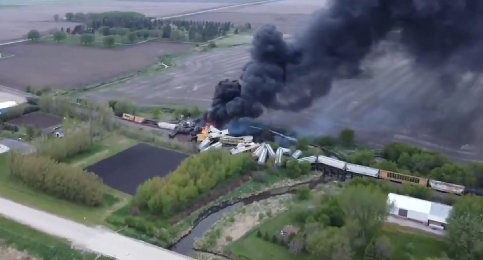 Vonatbaleset miatt kellett kiüríteni egy amerikai város egy részét
