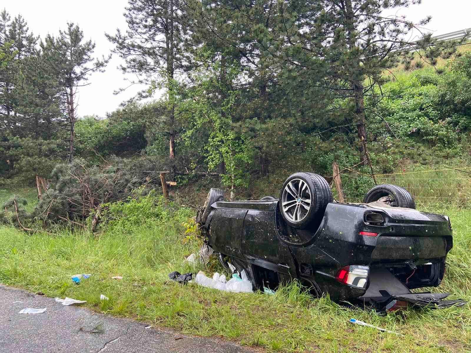 Lezuhant egy autó az M1-es autópályáról Győrben