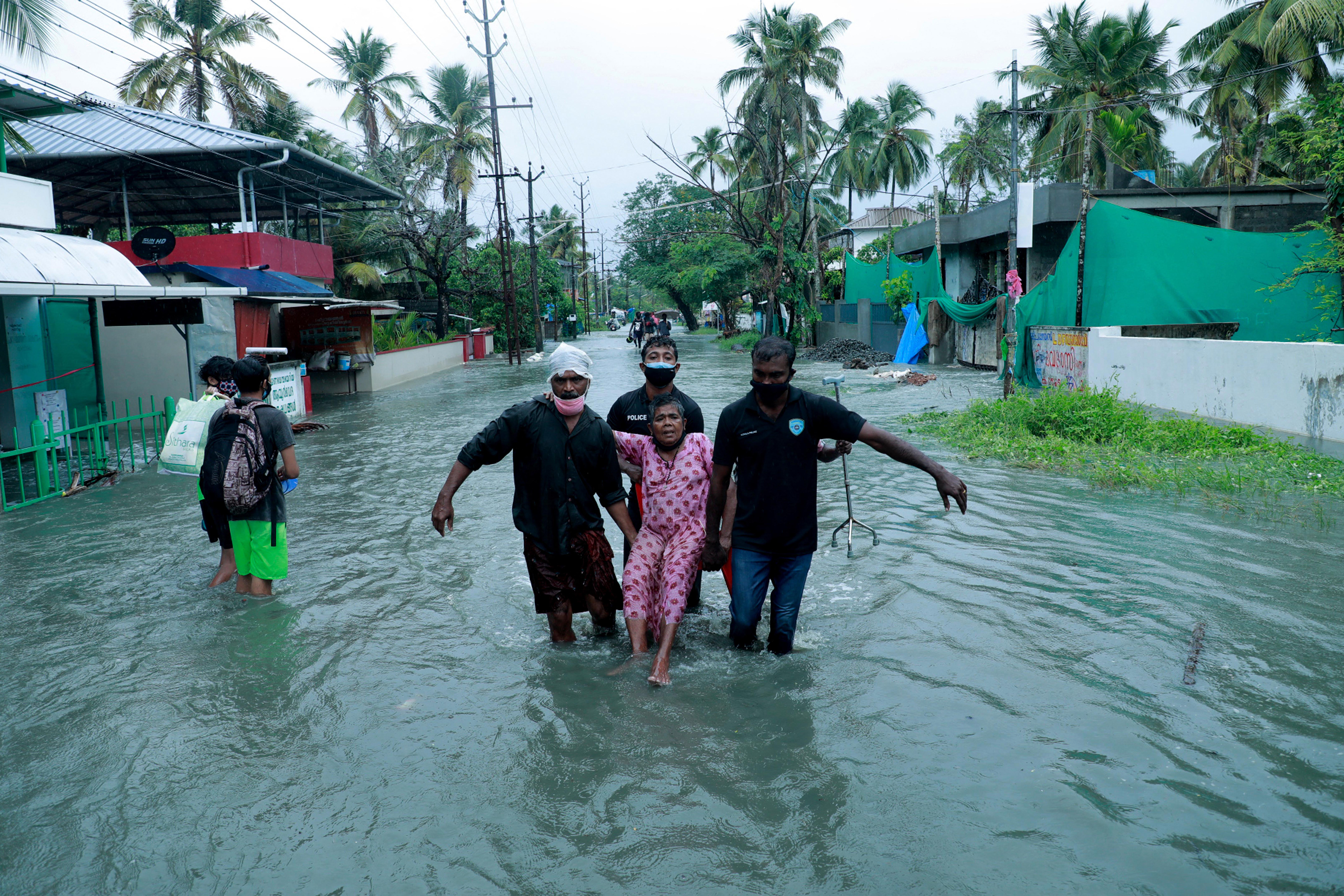 A koronavírus mellett egy durva trópusi ciklon is fenyegeti Indiát