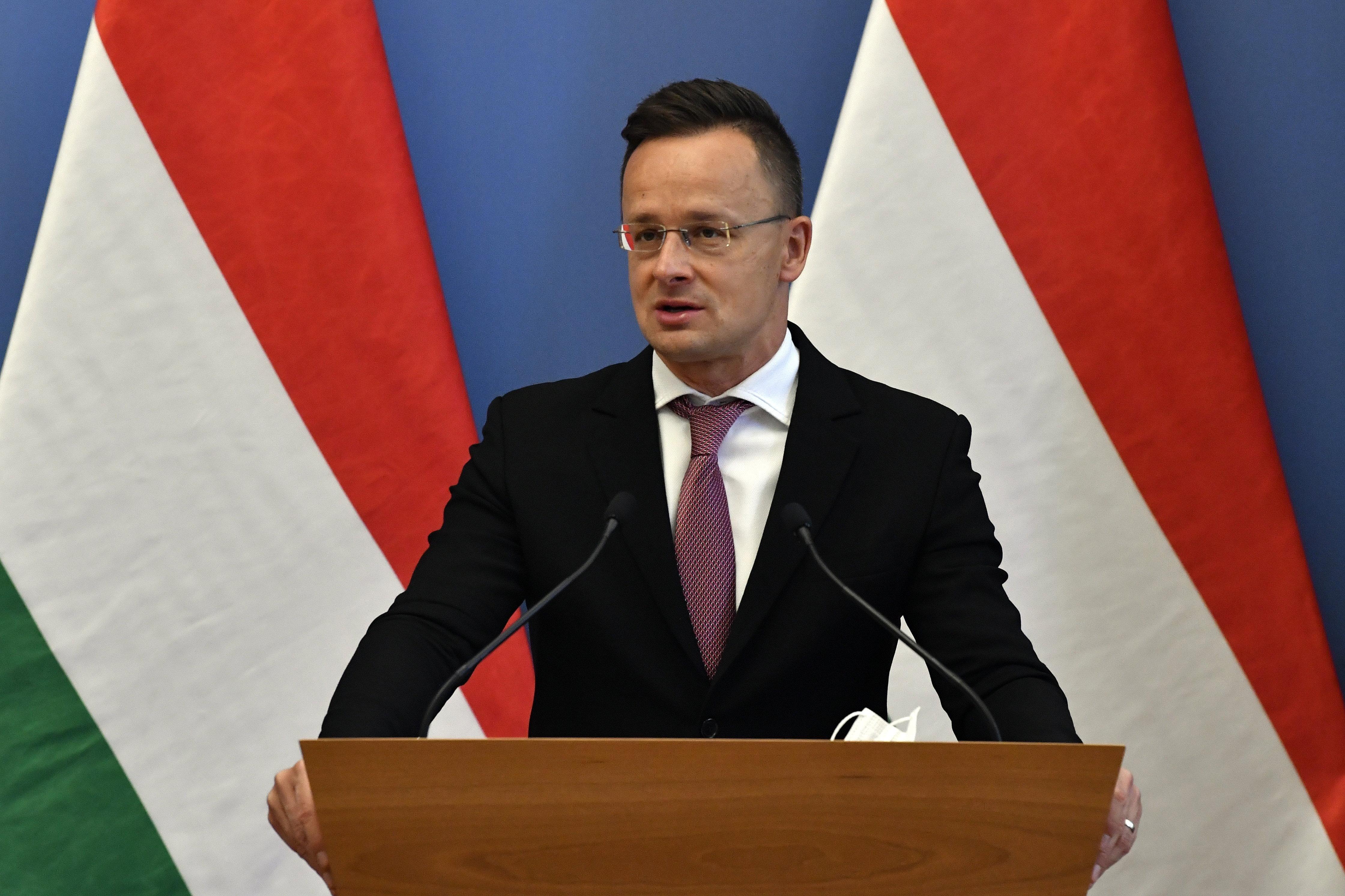 Szijjártó: Magyarország június 24-től visszaállítja a schengeni határai átjárhatóságát