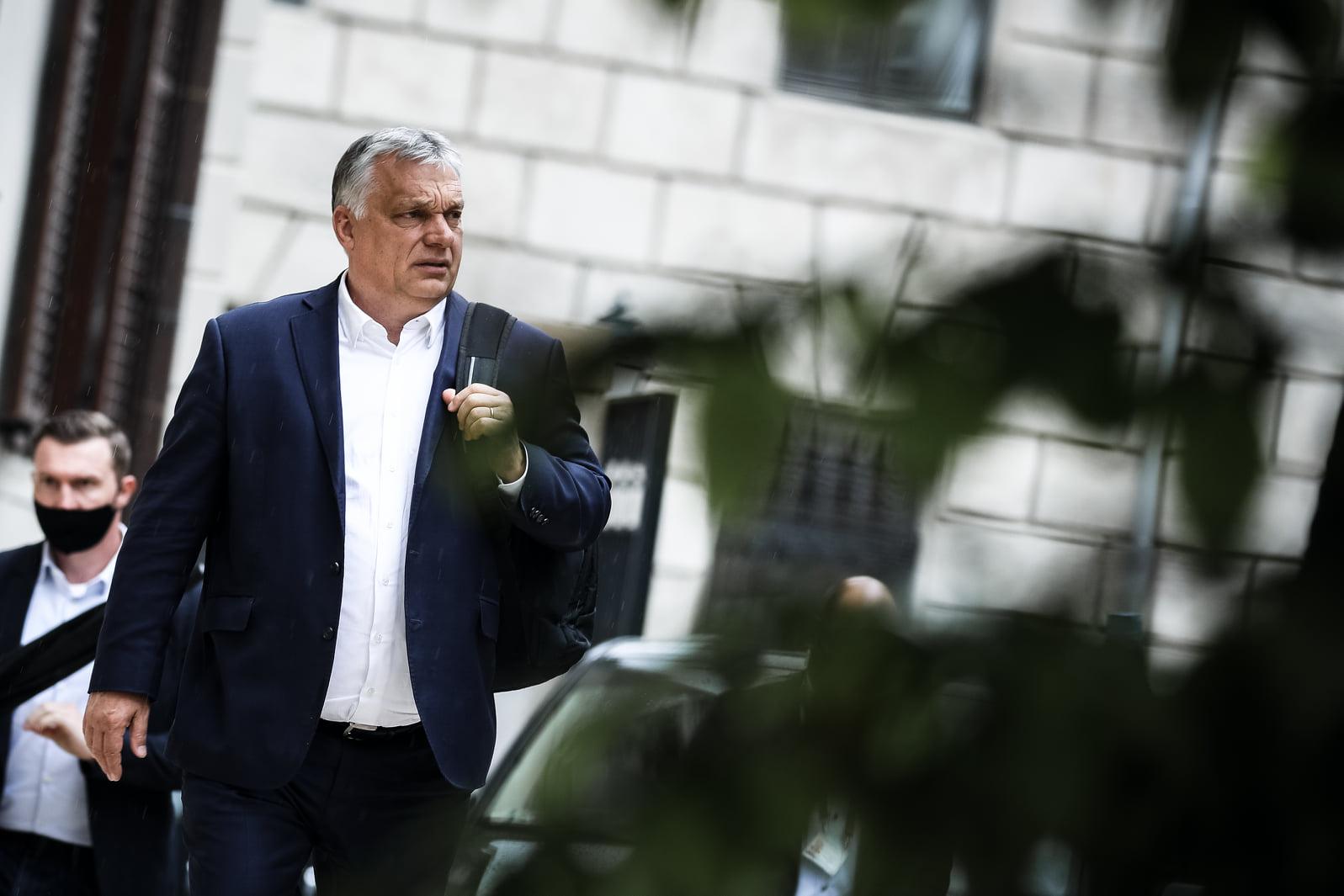 Orbán Viktor kommentelésre buzdít az eső ürügyén