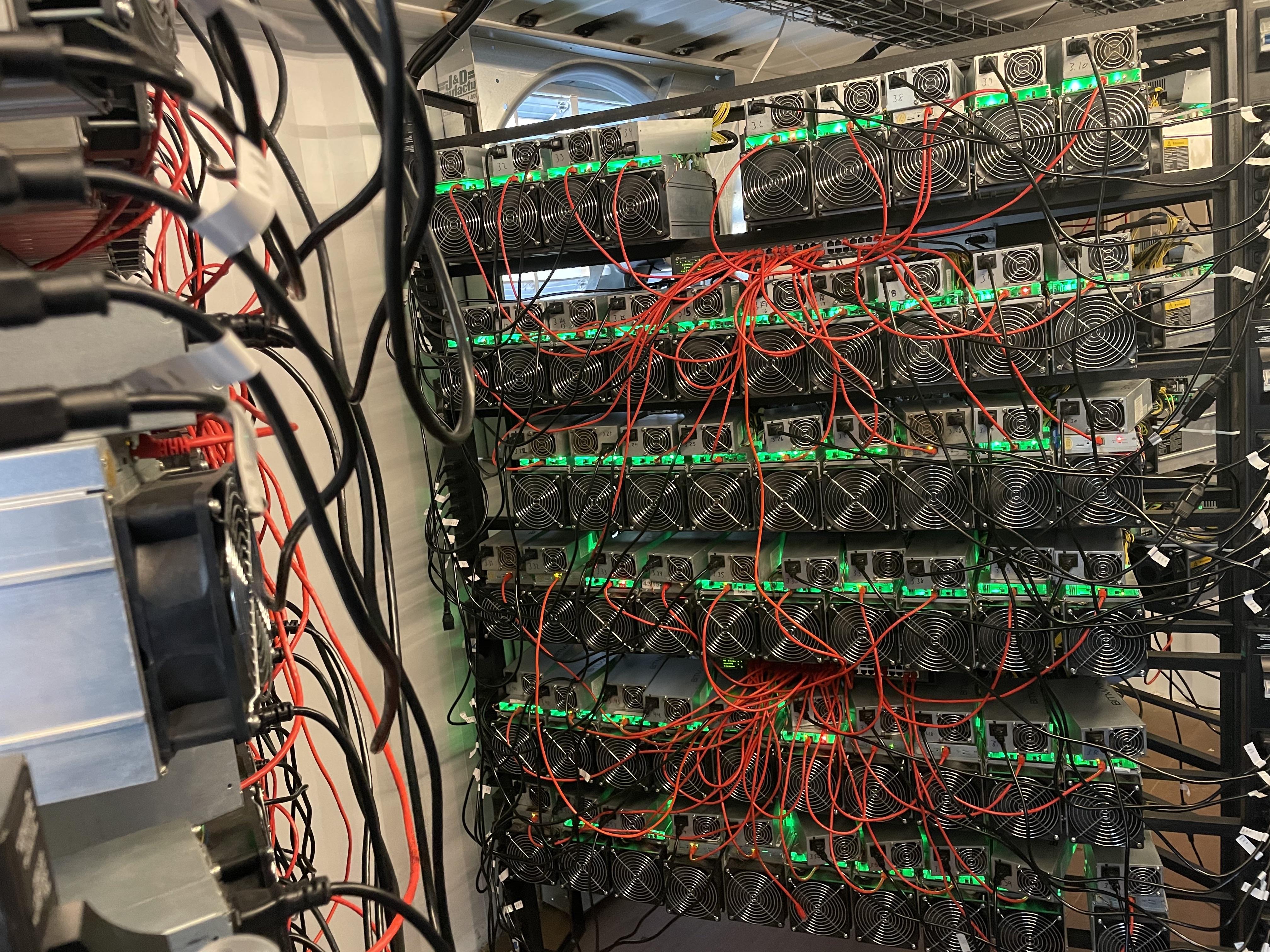 40 százalékkal zuhant be a bitcoin árfolyama az áprilisi csúcshoz képest
