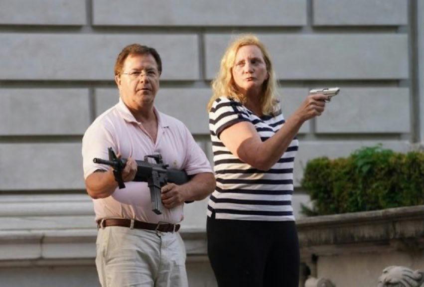 Szenátori székért indul a választásokon Mark McCloskey, a tüntetőket fegyverrel fenyegető házaspár férfi tagja