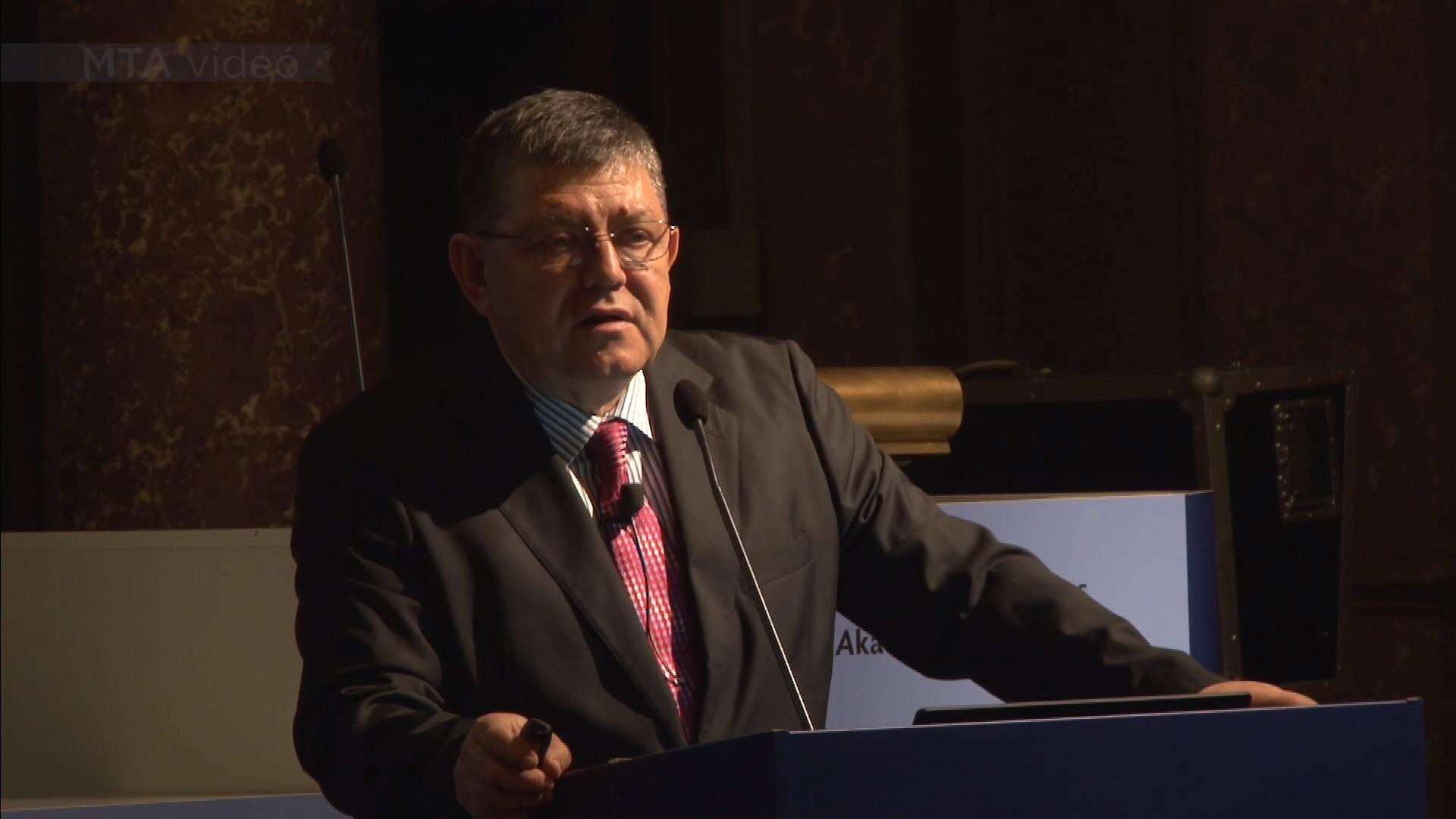 A Debreceni Egyetem volt rektora is elindul az ellenzéki előválasztáson