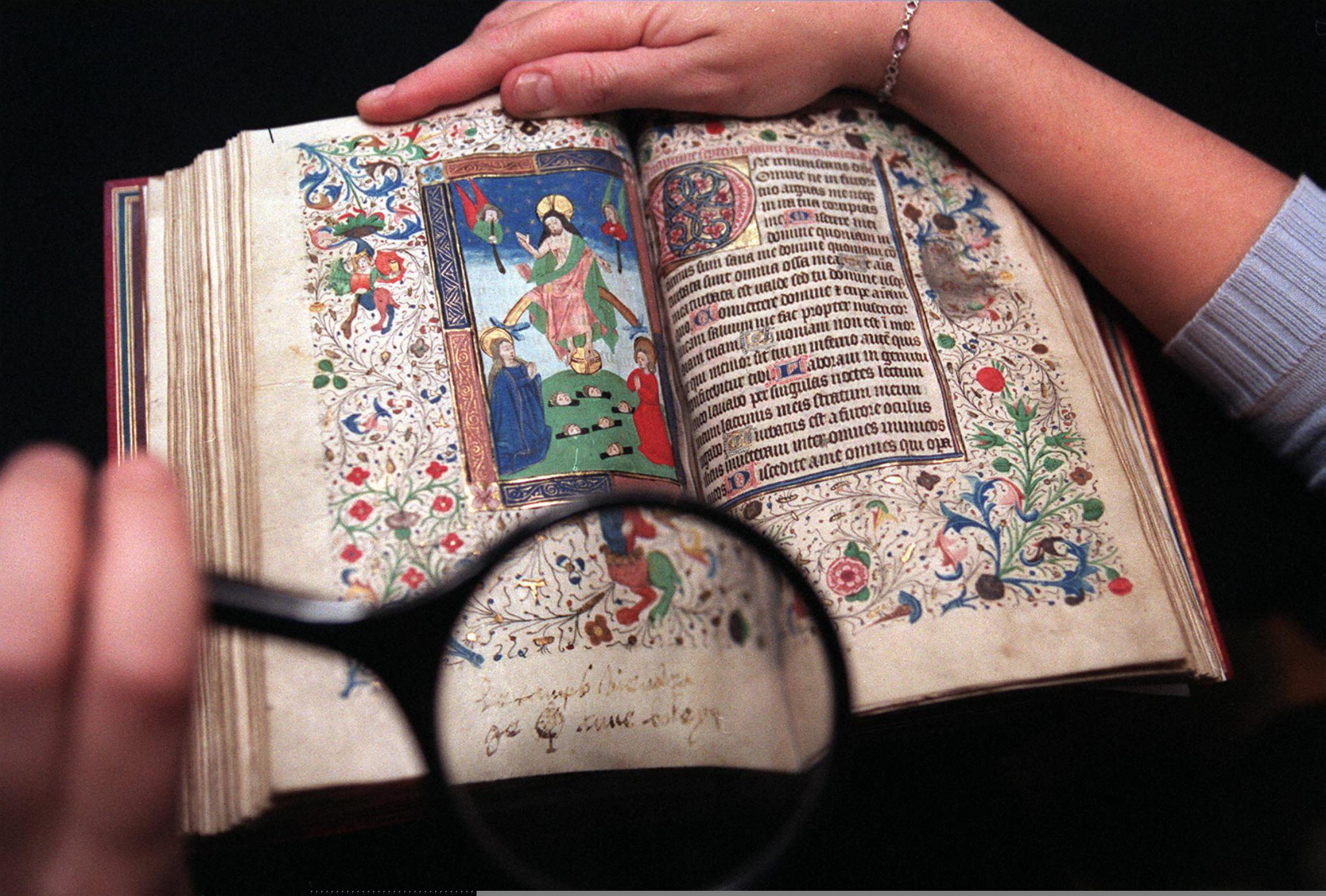 Rejtett beírásokat fedeztek fel az imakönyvben, amit Boleyn Anna a kivégzése előtt olvasott