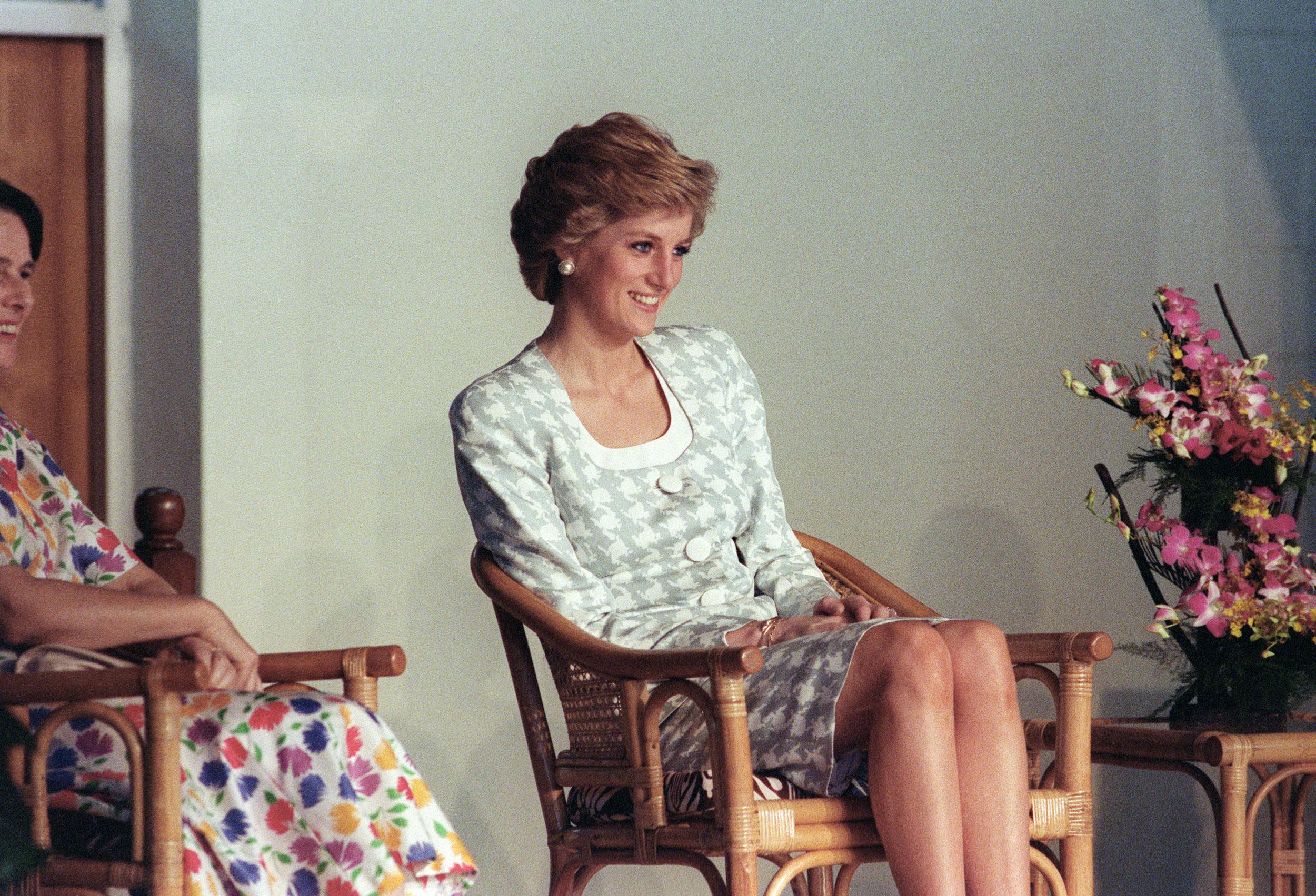 Kiderült, hogy a BBC riportere hazugsággal vette rá Diana hercegnét a híres interjúra, amiben Károly hűtlenségéről beszélt